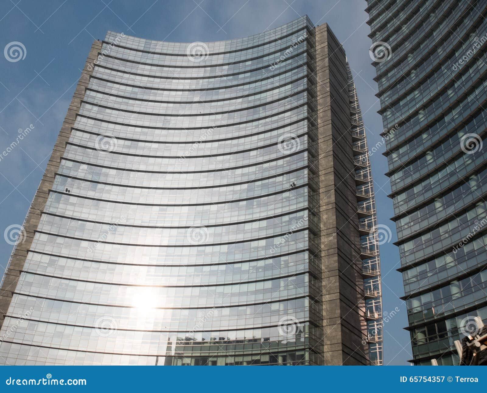 Modernes Buro Hoher Aufstieg Mit Gebogener Fassade Stockbild Bild