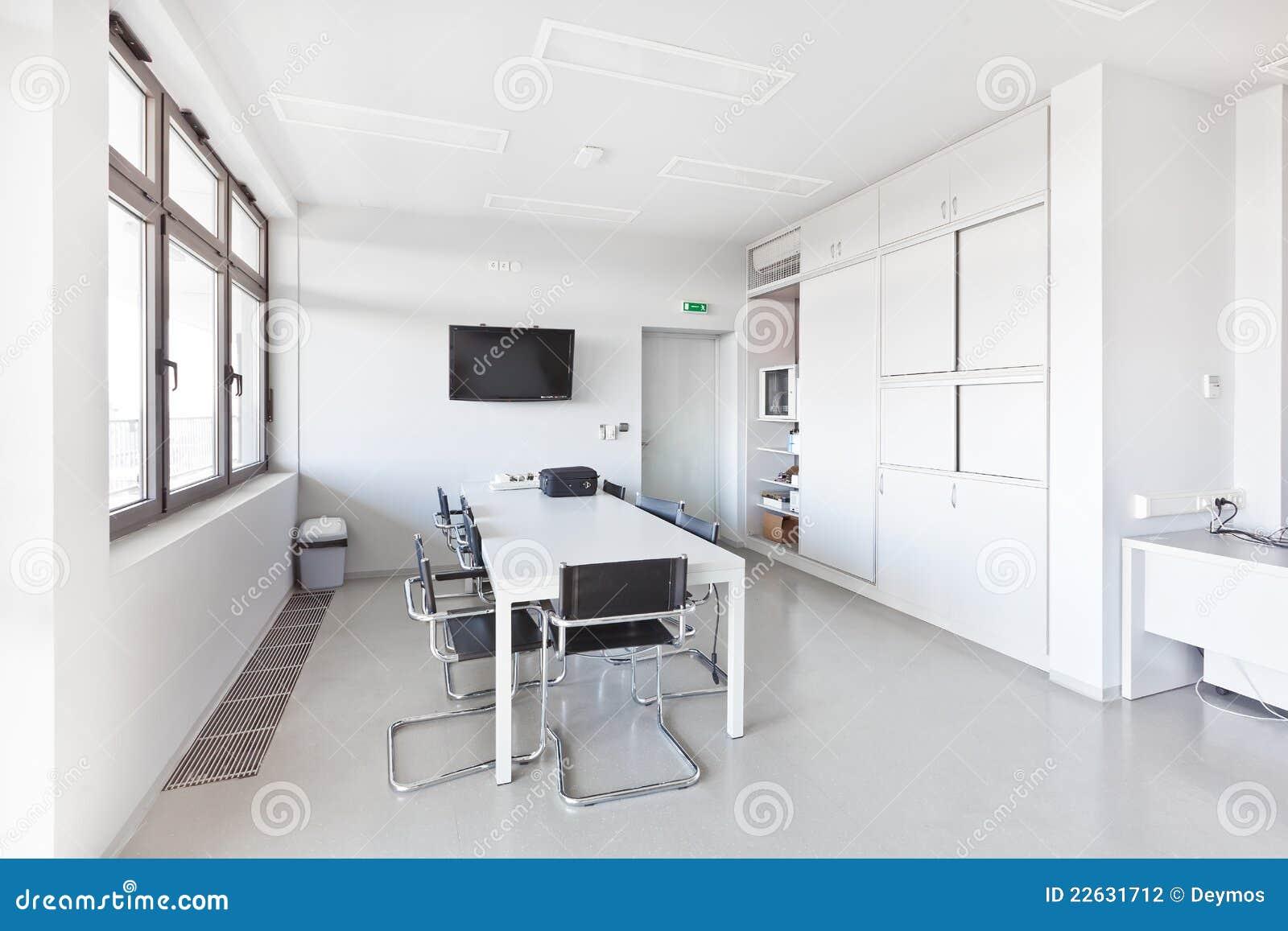 Modernes Büro Mit Weißen Möbeln Stockfoto Bild Von Ausrüstung