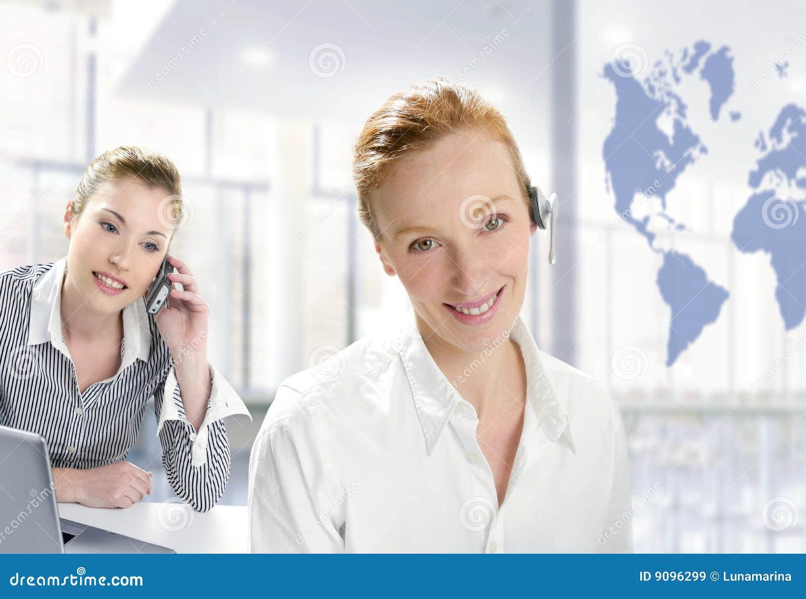 Modernes Büro, schöne Geschäftsfrau zwei