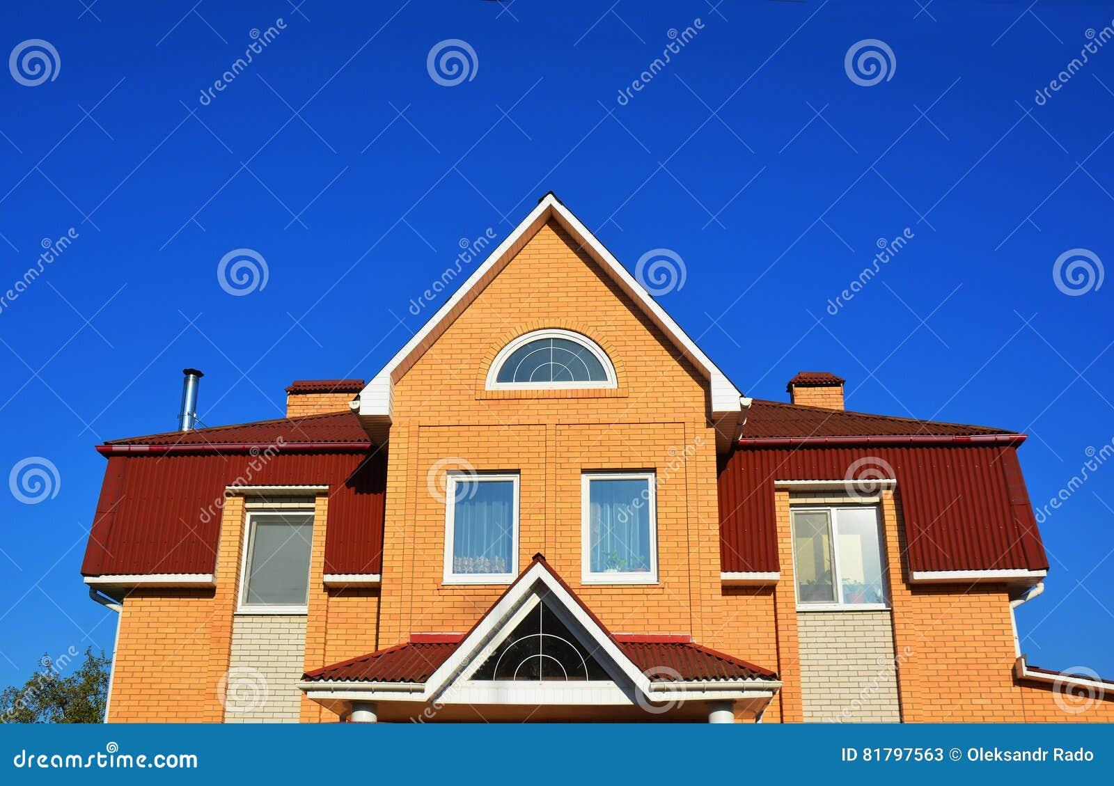 Modernes Backsteinhaus-Fassaden-Äußeres Stockbild - Bild von aufbau ...