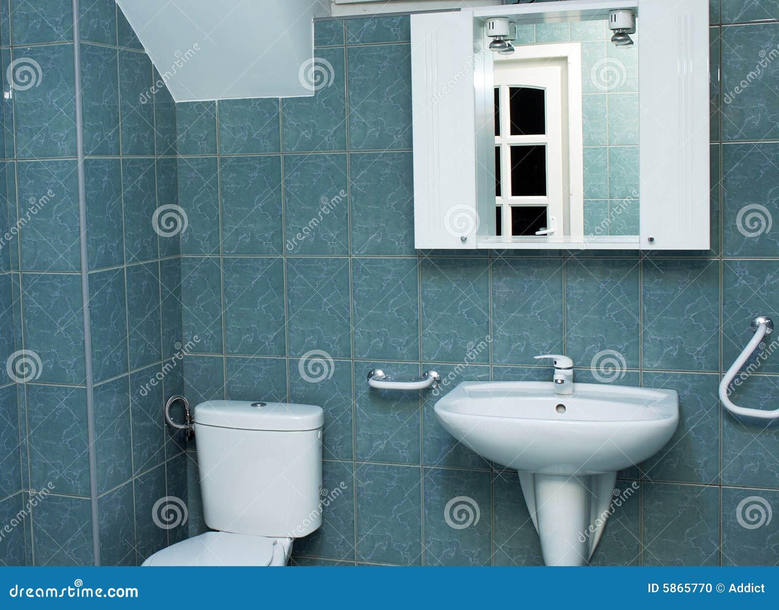 Modernes Badezimmer Mit Grünen Fliesen Stockfoto - Bild von ...