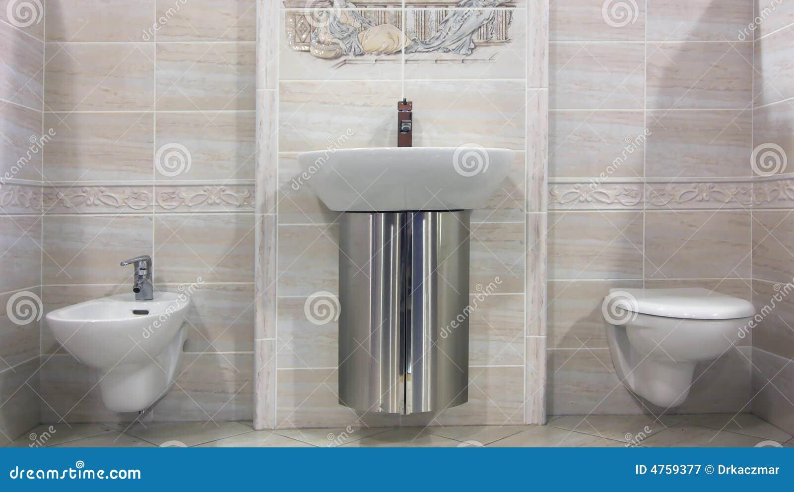 Modernes beige Badezimmer stockbild. Bild von architektur - 4759377