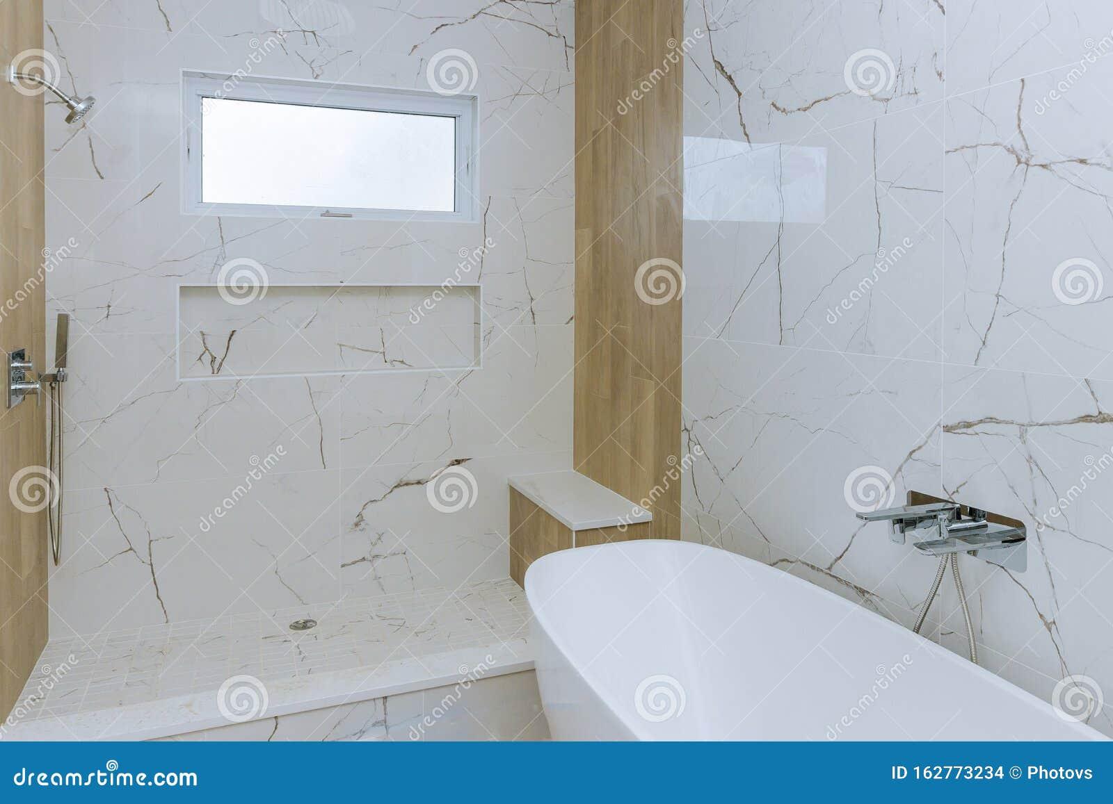 Modernes Design Badezimmer Mit Offener Dusche Stockfoto Bild Von Modernes Dusche 162773234