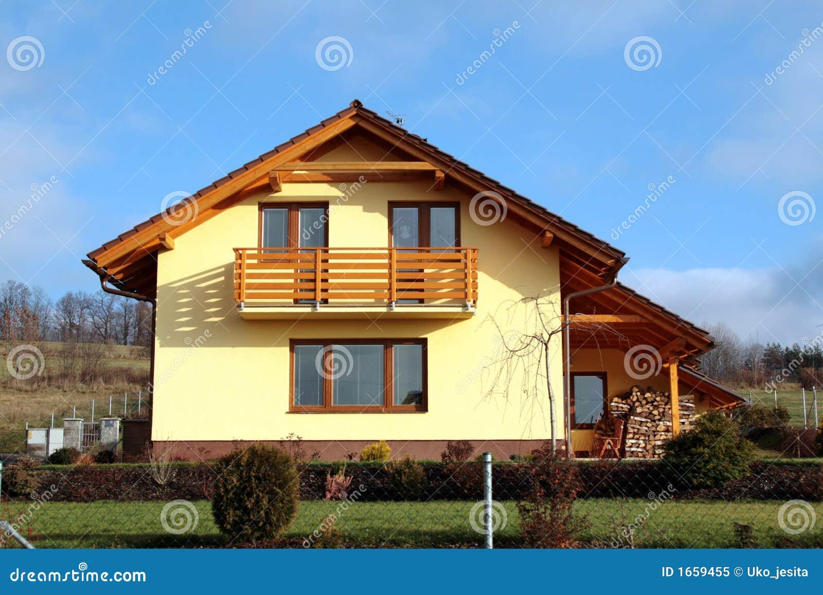 Modernes familienhaus lizenzfreies stockfoto bild 1659455 for Familienhaus