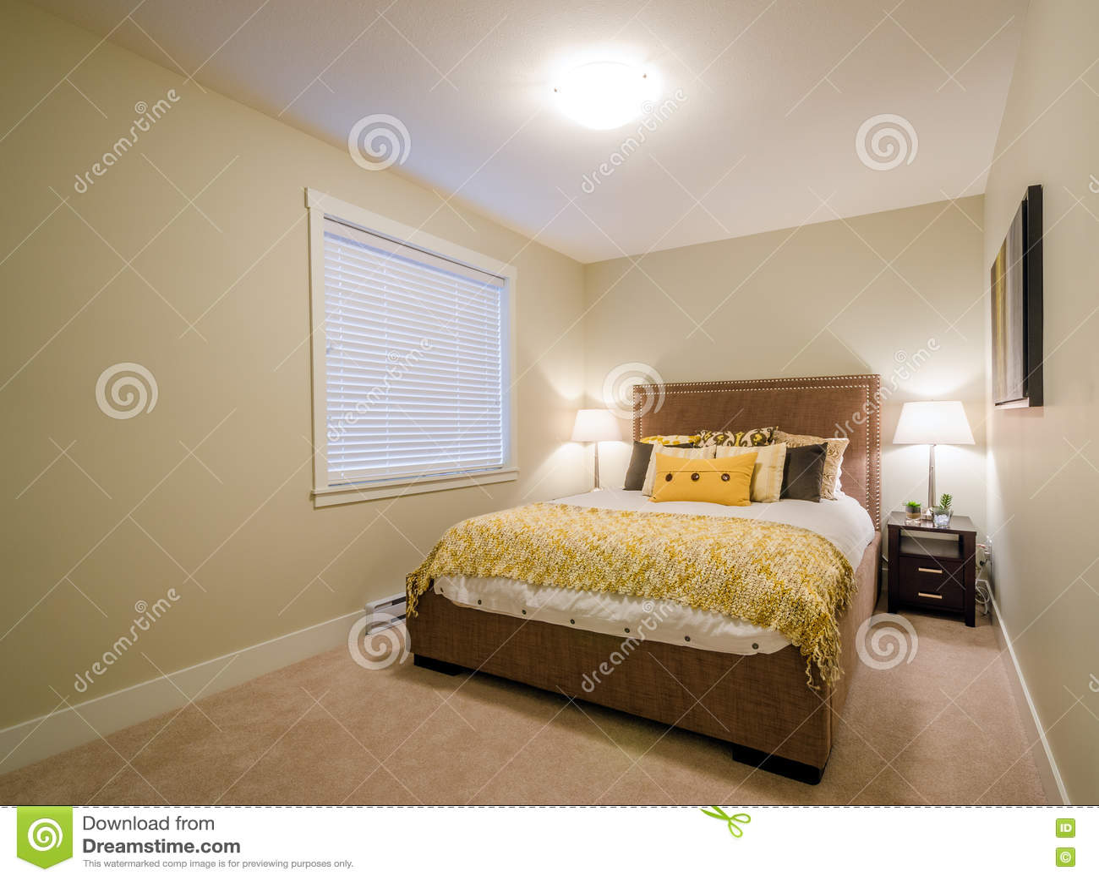 Download Modernes Gelbes Schlafzimmer Stockbild   Bild Von Braun, Bequem:  75826893