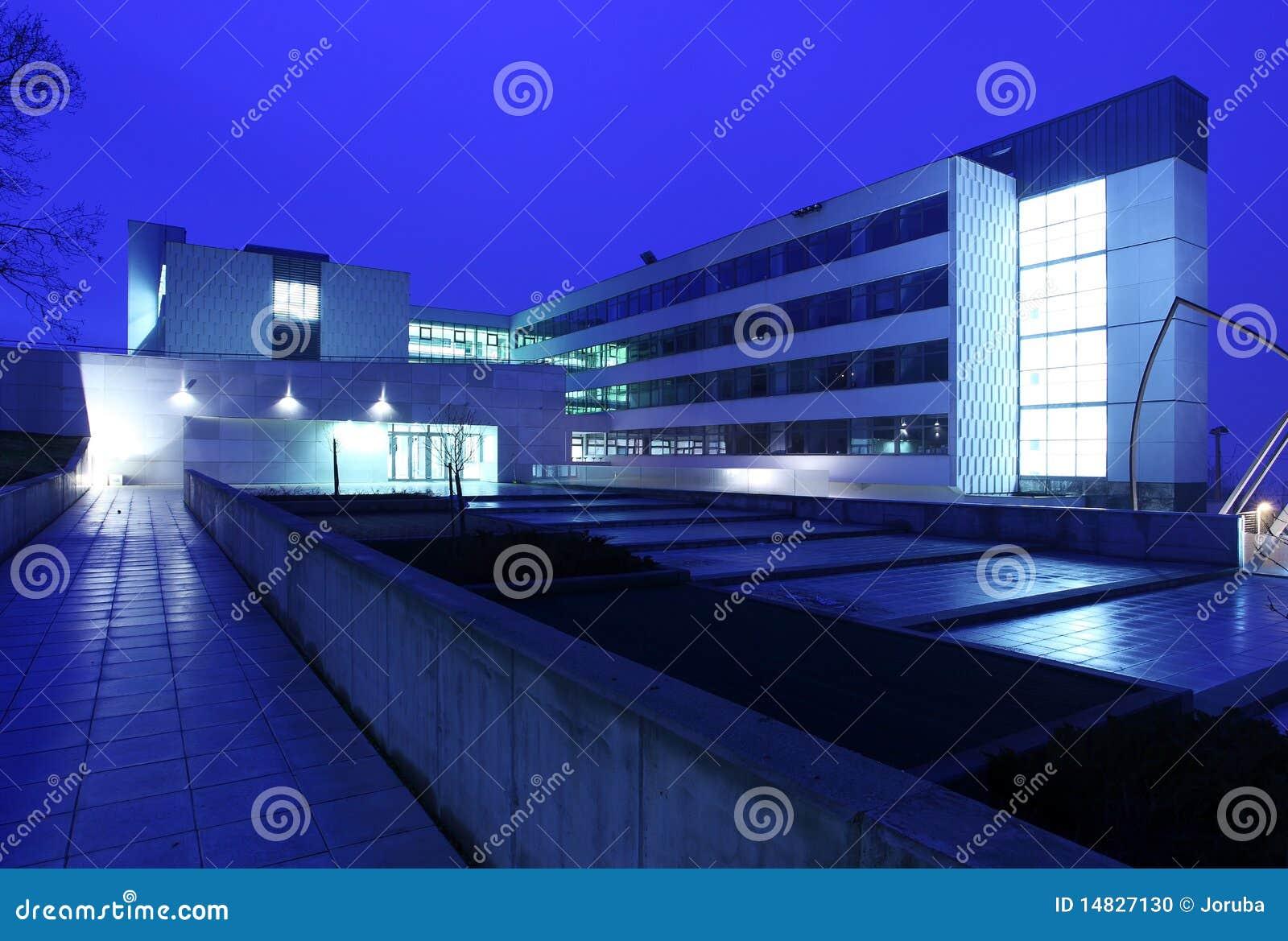 Modernes Handelsgebäudeäußeres Stockfoto - Bild von arbeitsplatz ...