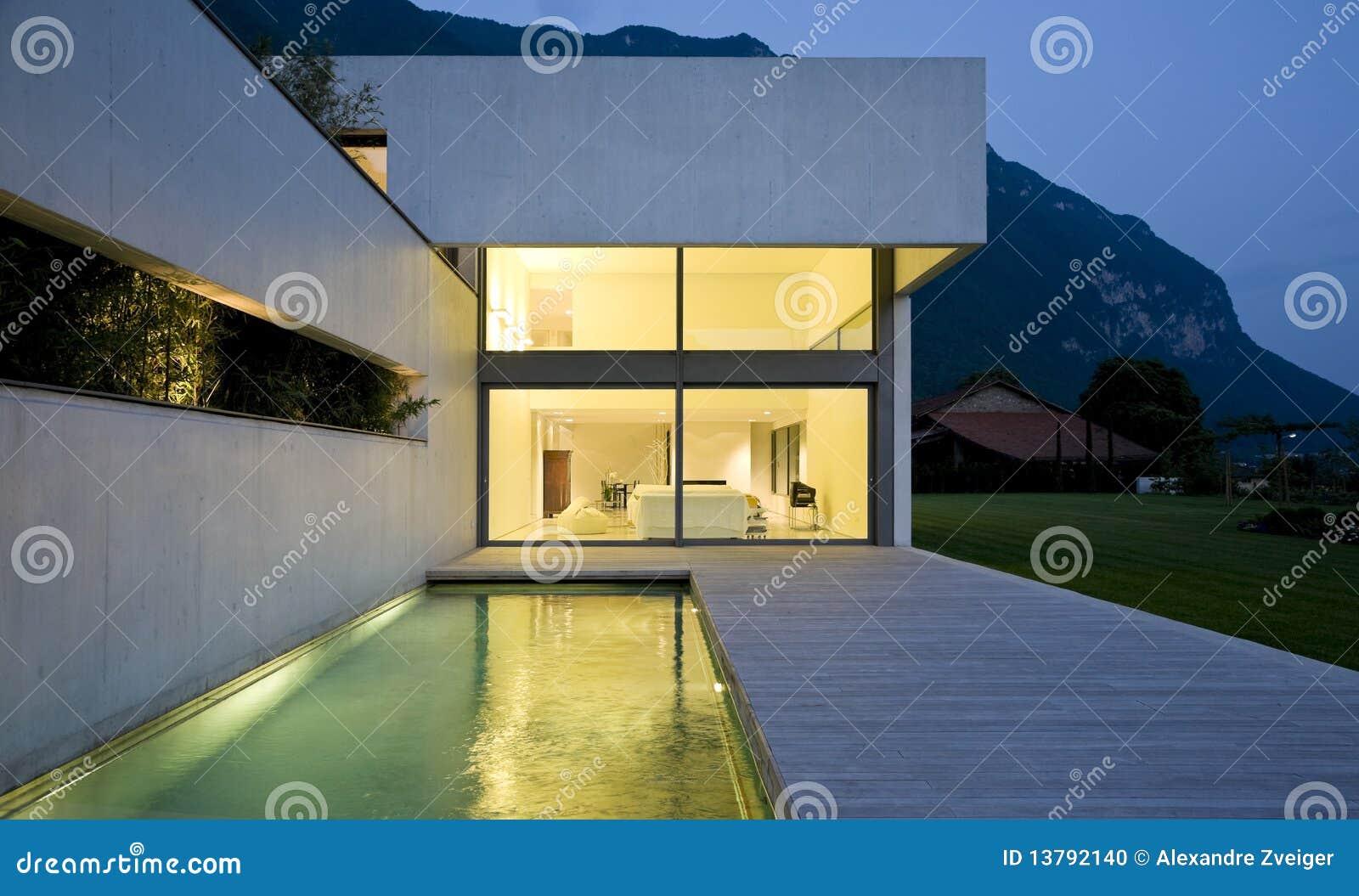 Modernes Haus stockfoto. Bild von luxus, haus, aufbau - 13792140