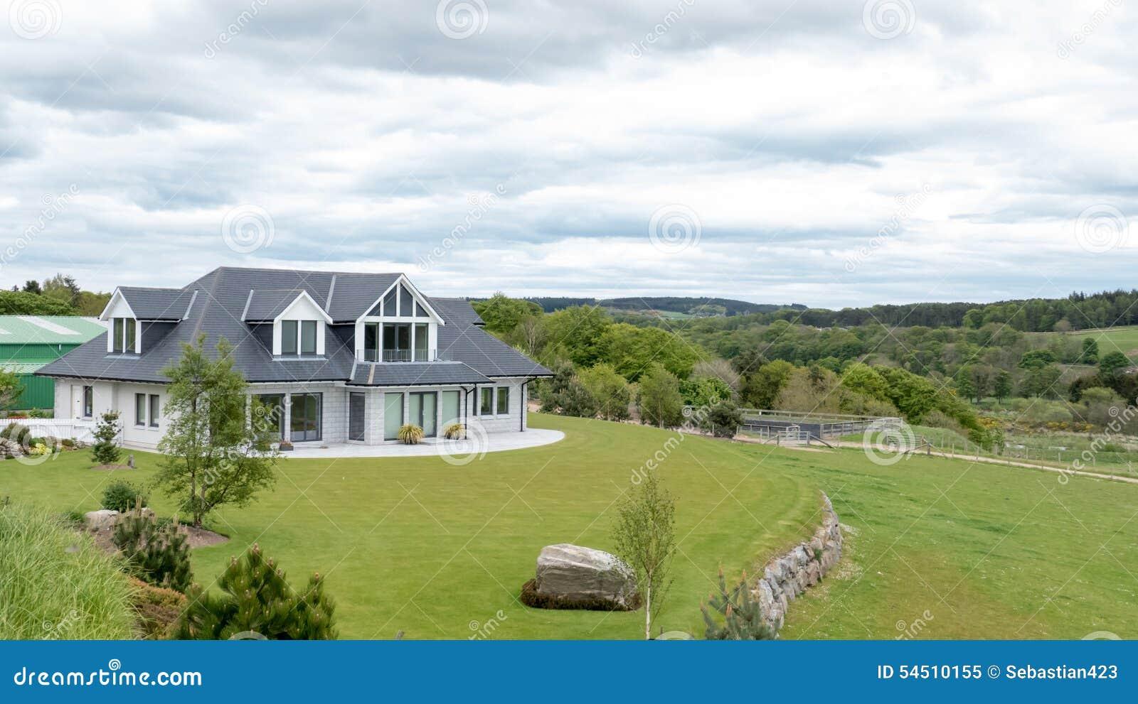 Modernes Haus stockbild. Bild von garten, sonnenuntergang - 54510155