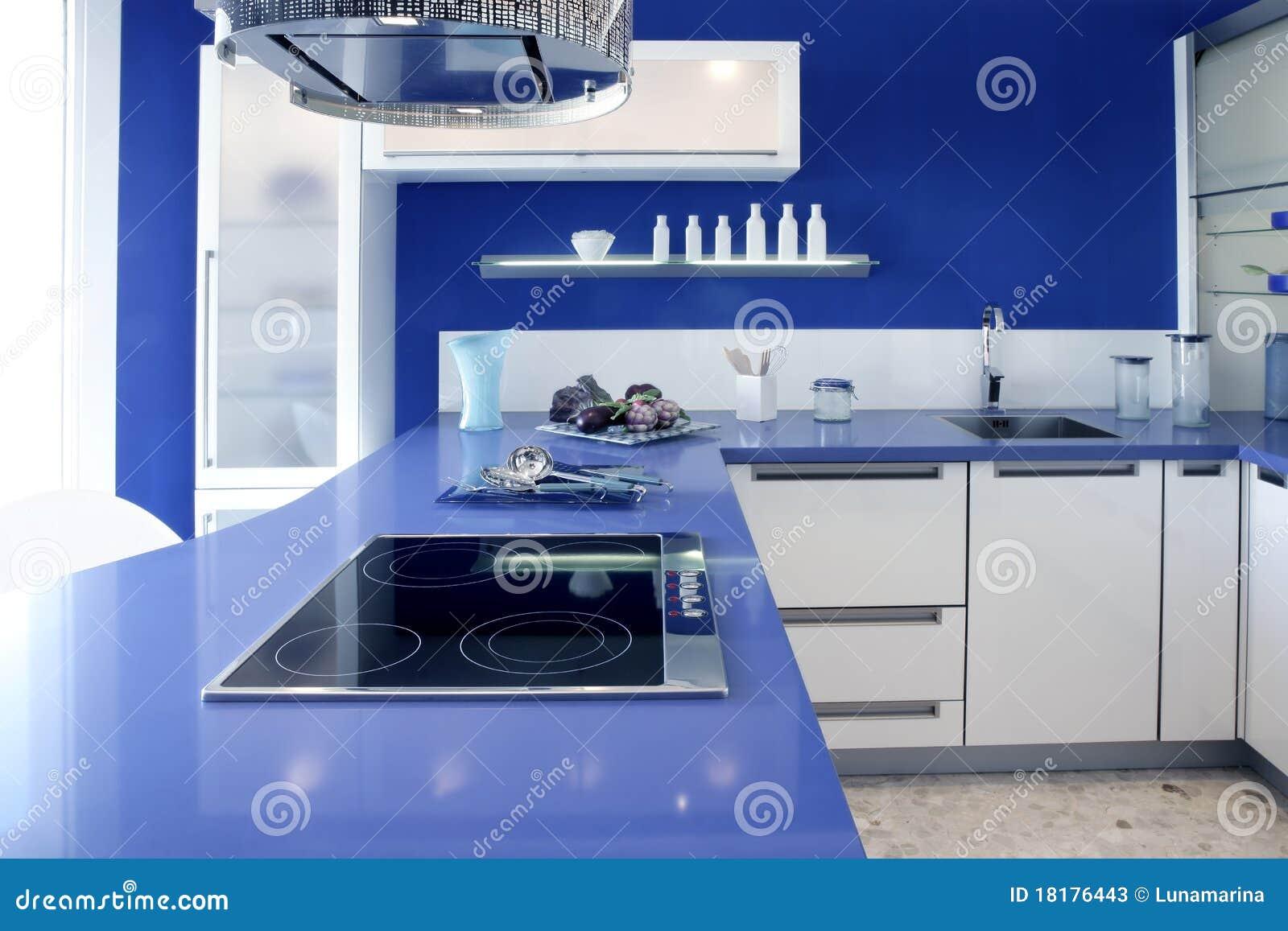 Modernes Innenarchitekturhaus Der Blauen Weißen Küche Stockbild ...
