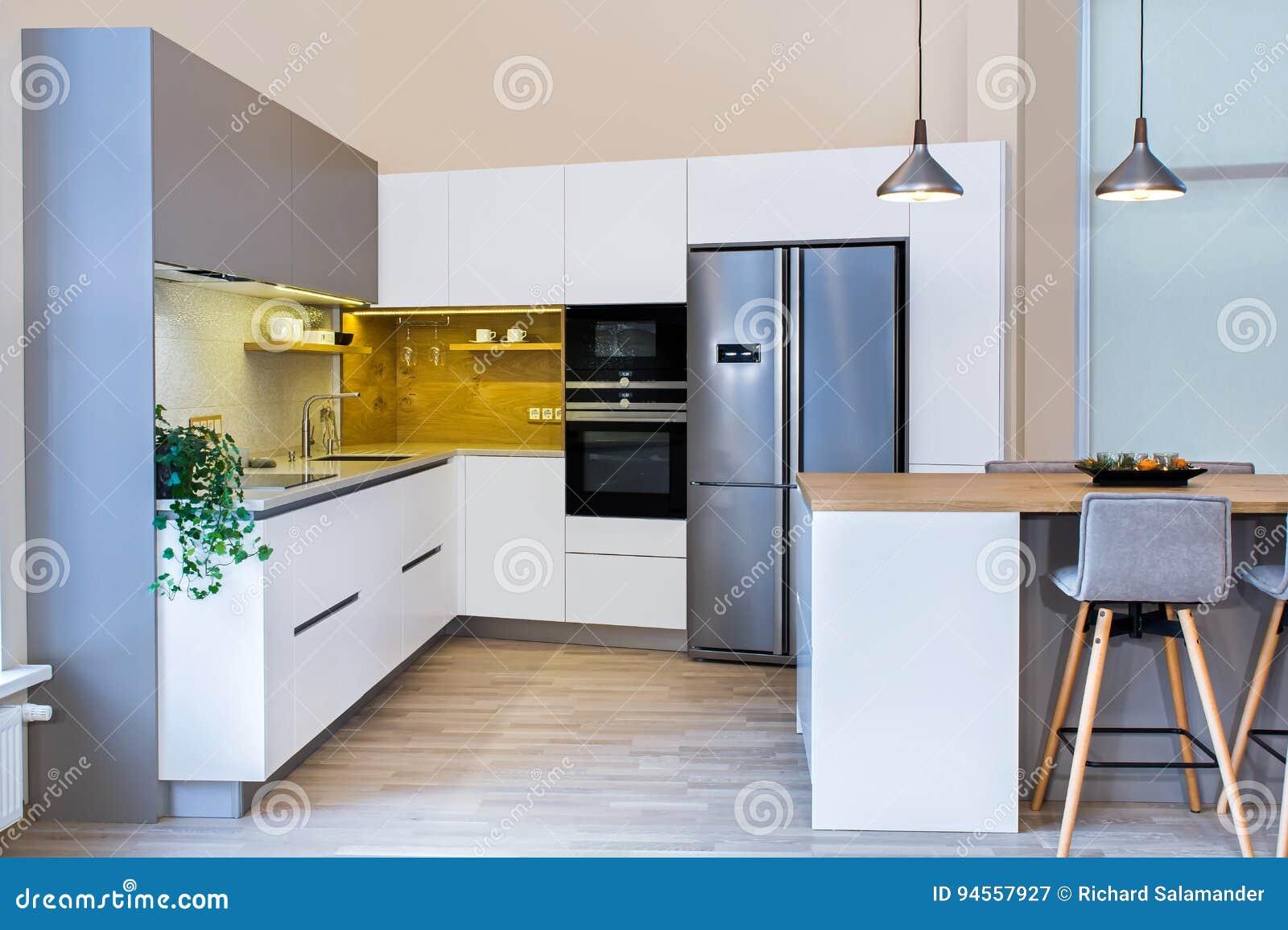 797a9e2d292adb Modernes Küchendesign Im Hellen Innenraum Stockbild - Bild von ...