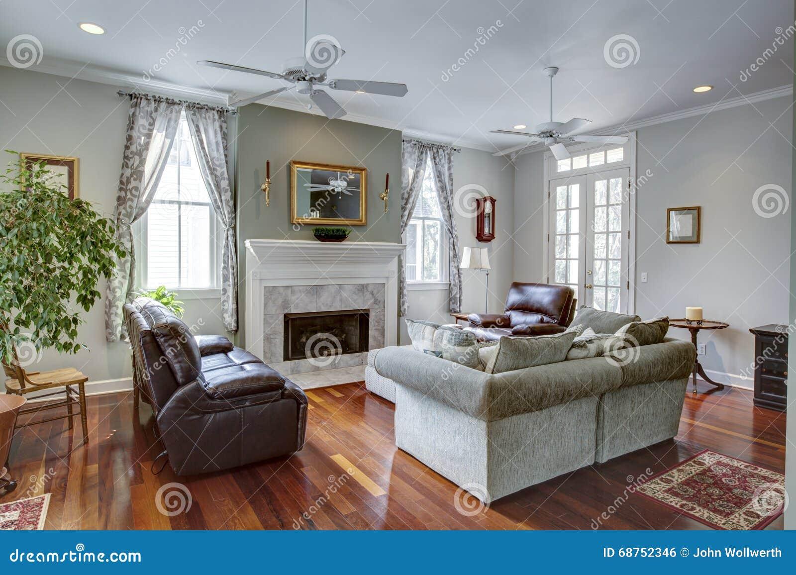 Modernes Luxuswohnzimmer Mit Kamin Stockfoto Bild Von Luxuswohnzimmer Kamin 68752346
