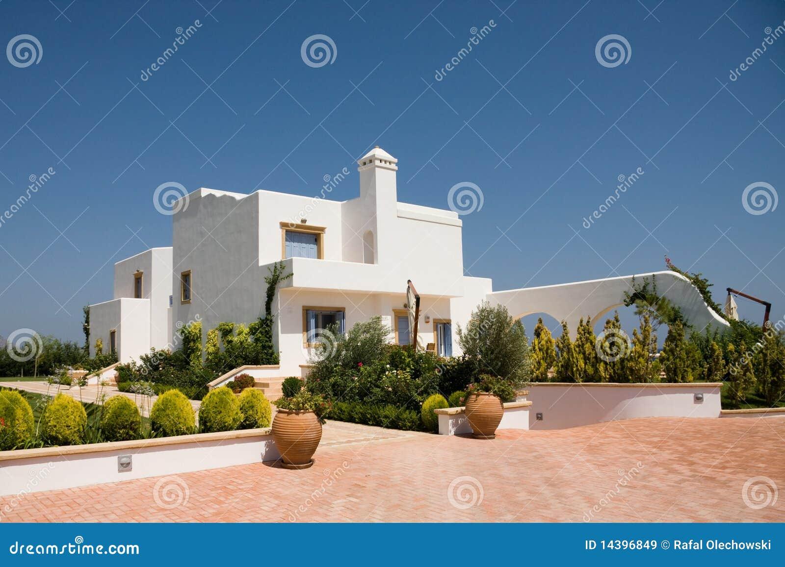 Modernes Luxuxhaus In Der Weißen Farbe Stockbild - Bild von luxus ...