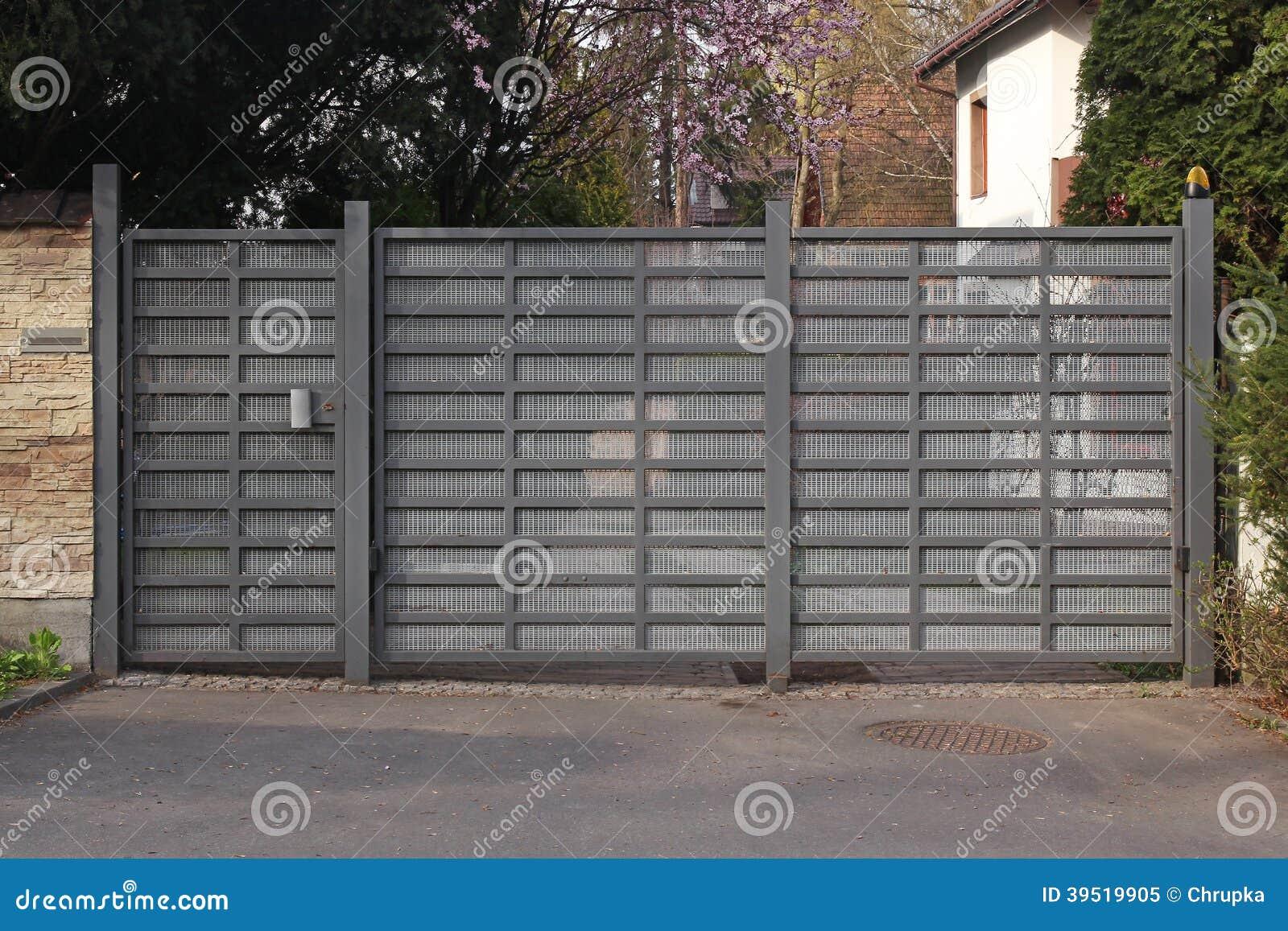 Modernes Metalltor Stockbild Bild Von Einladen Real