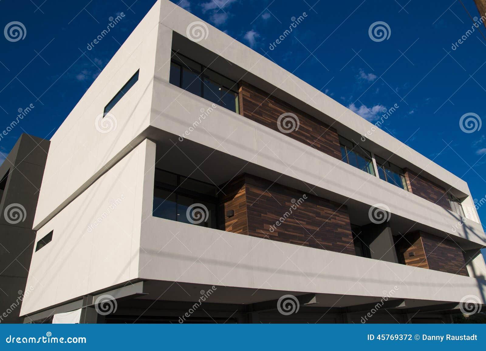 Modernes Reihenhaus-Wohnungs-Äußeres Stockfoto - Bild von ...