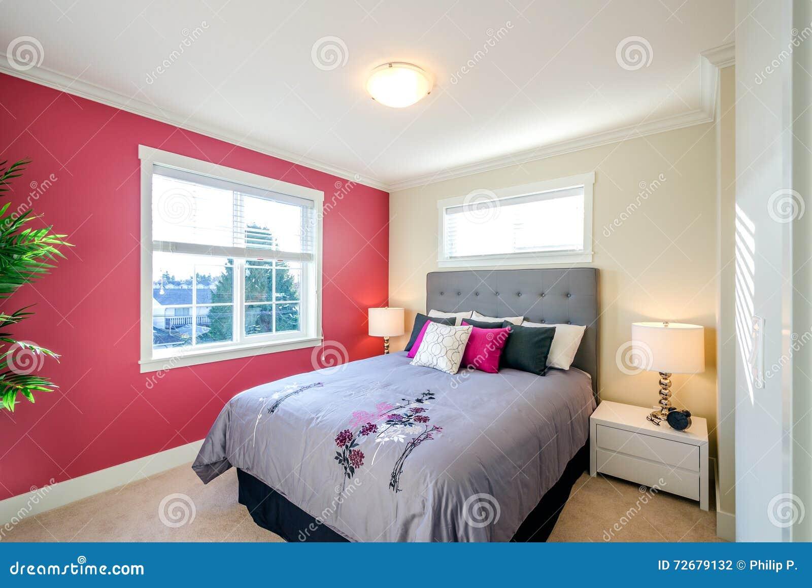 Modernes Rotes Schlafzimmer Stockfoto - Bild von ...