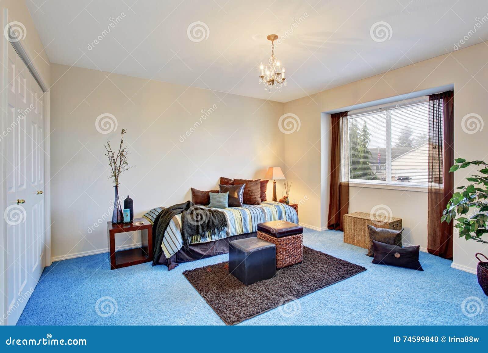 Modernes schlafzimmer mit blauem teppichboden stockfoto bild von nightstand entwerfer 74599840 - Schlafzimmer mit teppichboden ...
