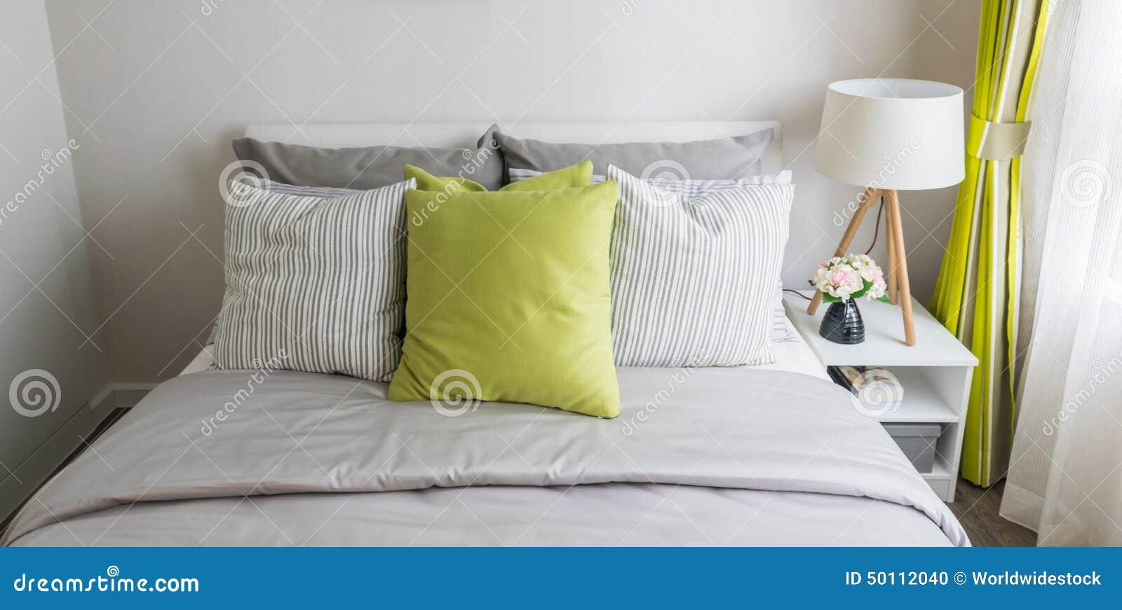 Download Modernes Schlafzimmer Mit Grünem Kissen Stockfoto   Bild Von Braun,  Inländisch: 50112040