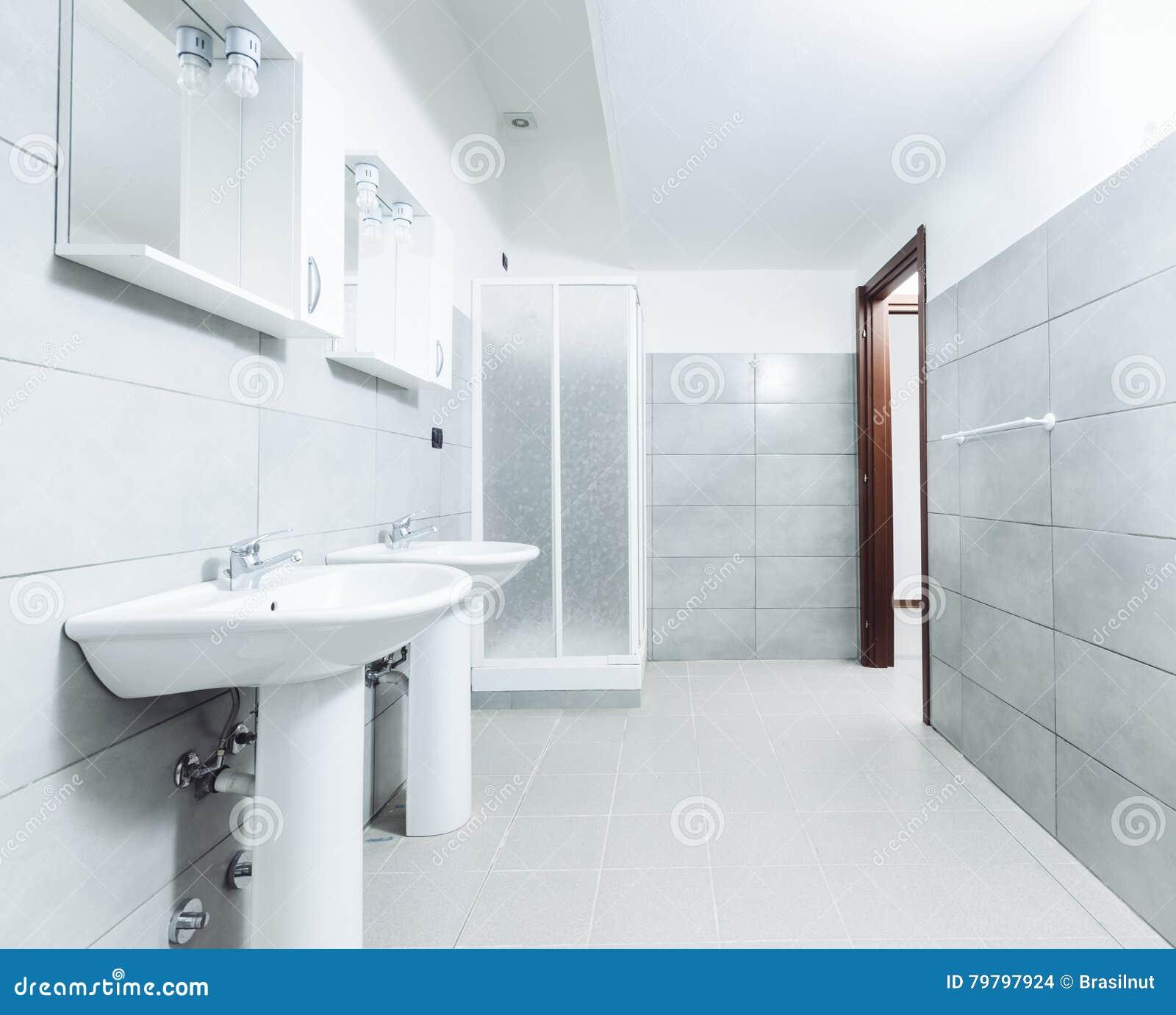 Modernes Stilvolles Badezimmer Geschossen Mit ...