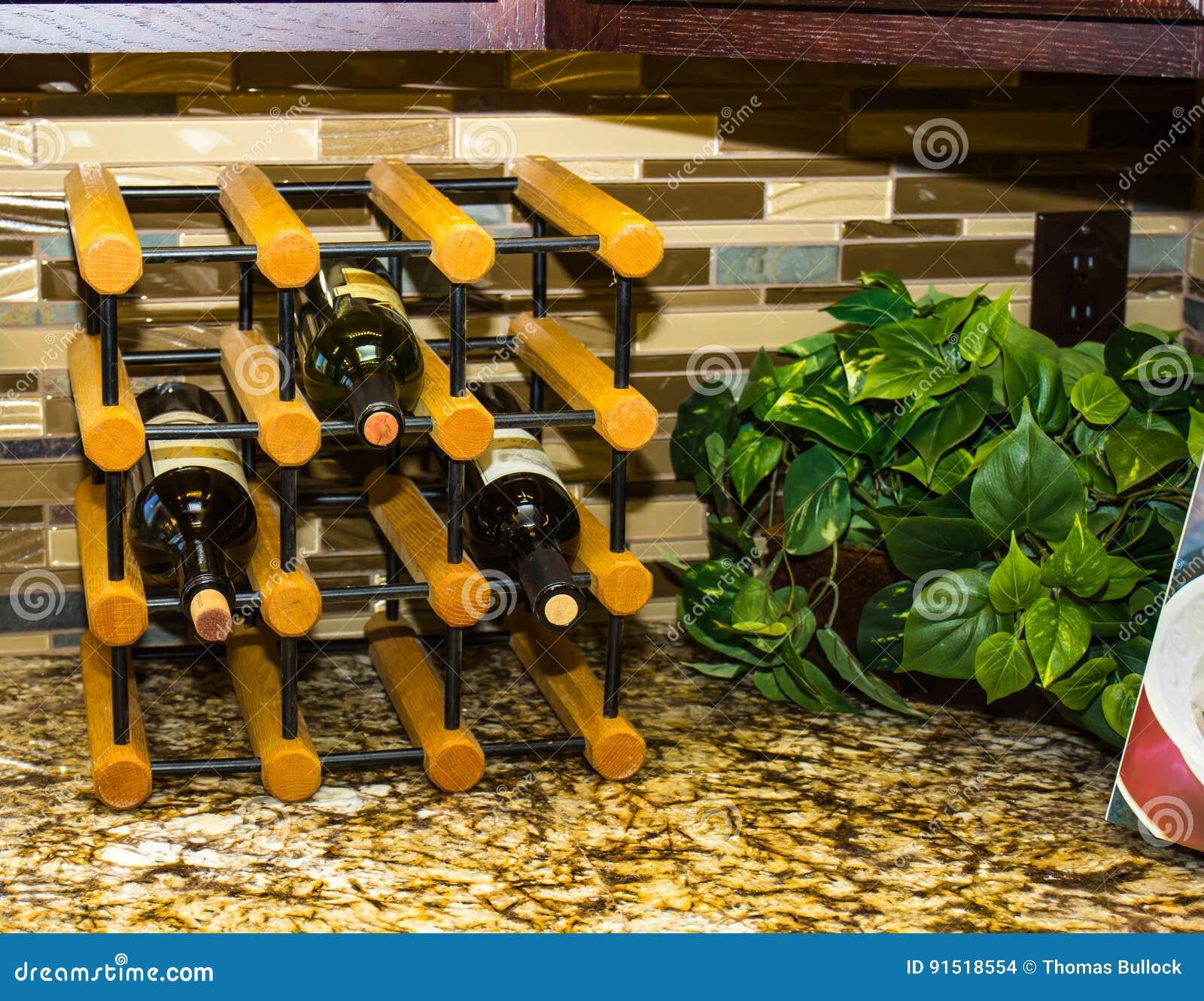 Modernes Weinregal Auf Kuchenarbeitsplatte Stockfoto Bild Von Kuchenarbeitsplatte Modernes 91518554