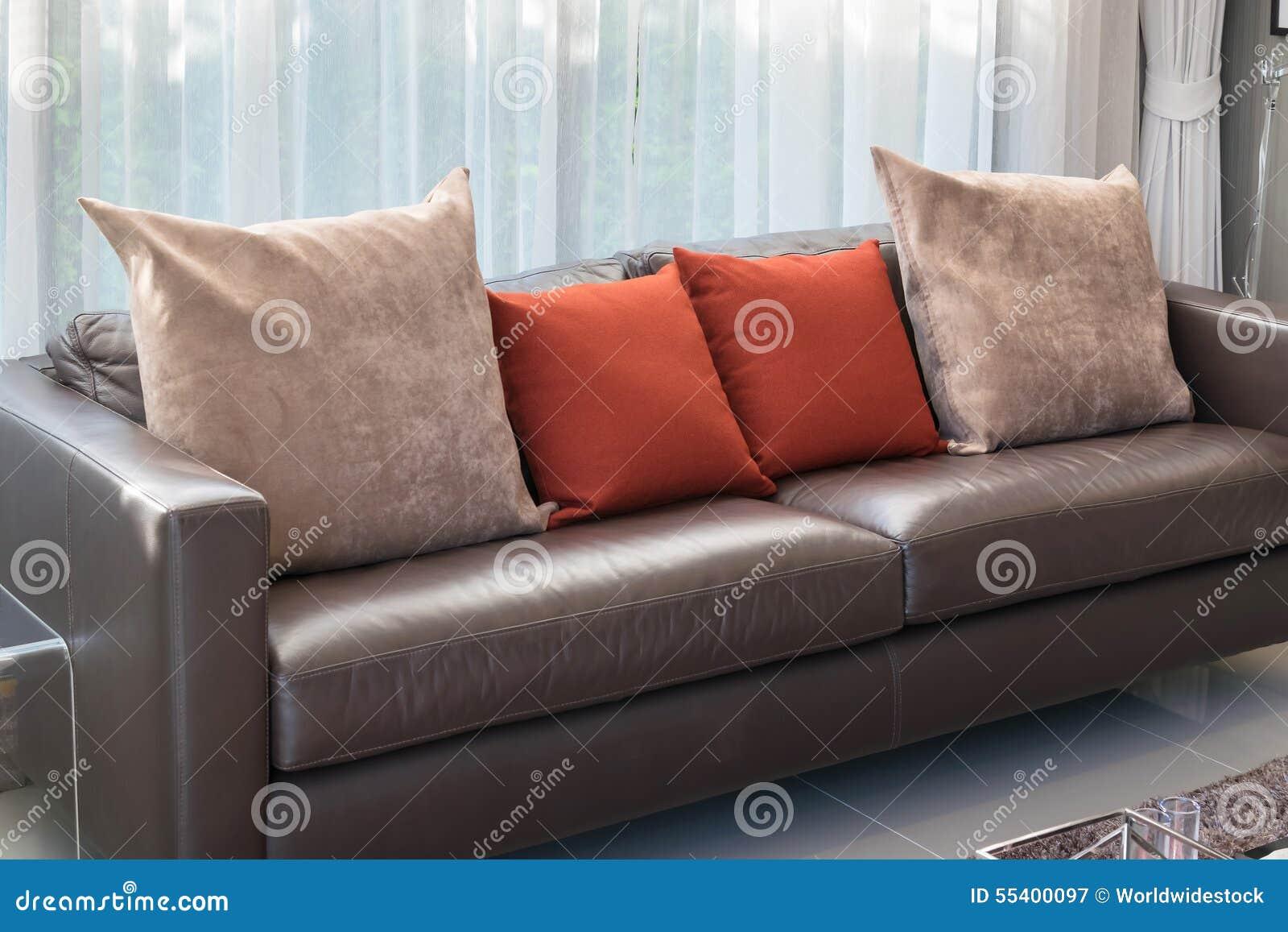 Download Modernes Wohnzimmer Mit Braunem Sofa Stockbild   Bild Von Luxus,  Blitz: 55400097