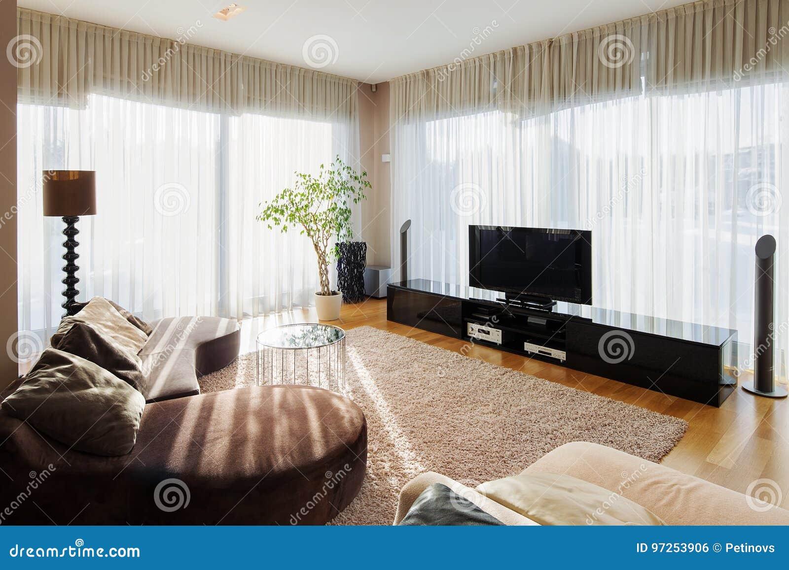 Download Modernes Wohnzimmer Mit Sofa Und Fernseher Stockfoto   Bild Von  Beige, Architektur: 97253906