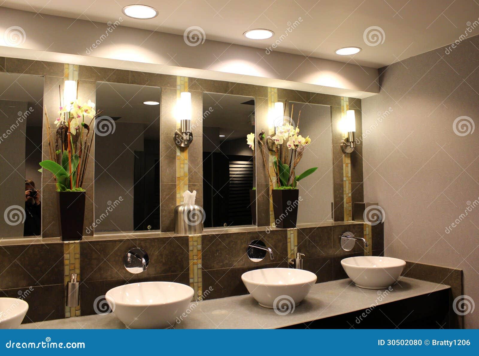 Modernt Badrum I Exklusivt Hotell Arkivfoto Bild Av