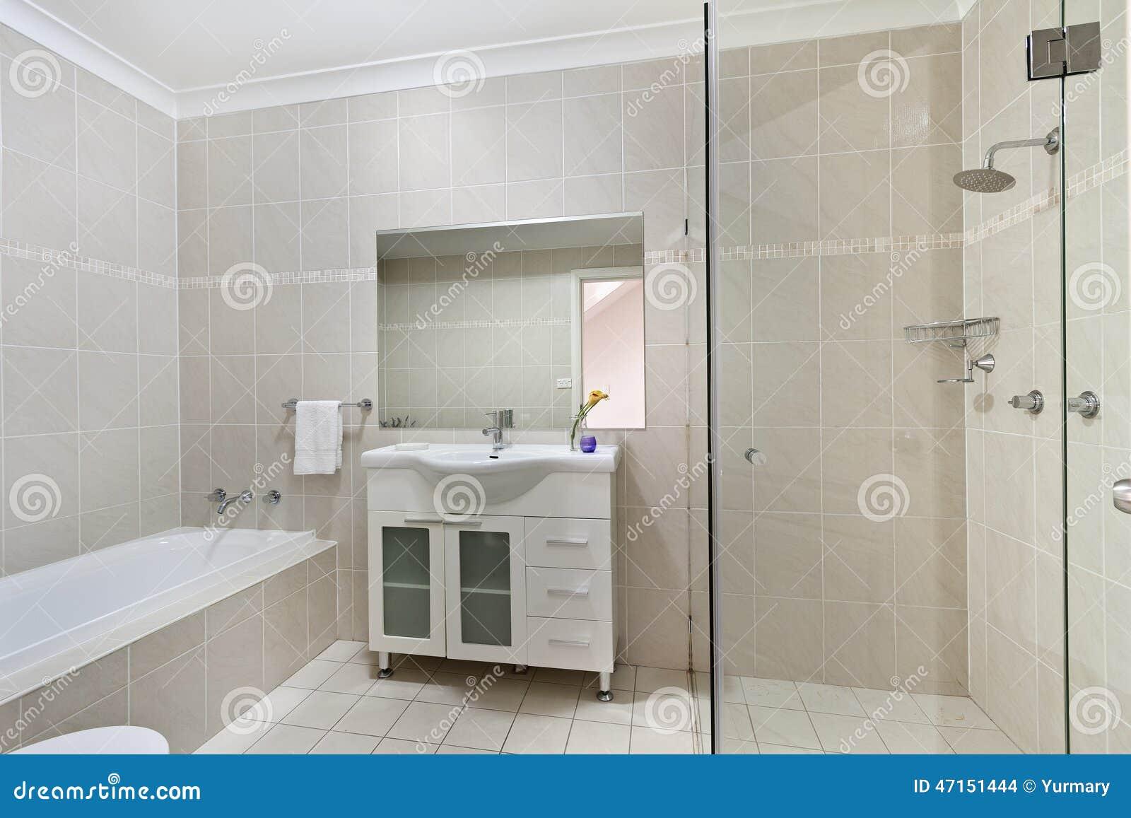 Modernt Badrum I Lyxig Lägenhet Arkivfoto - Bild: 47151444