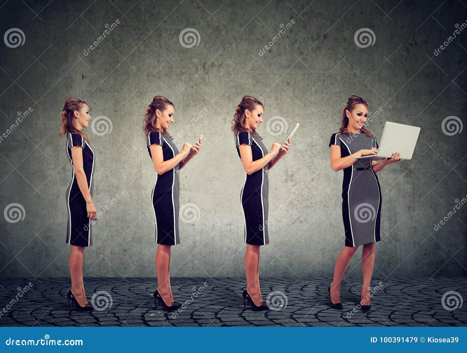 Modernt digitalt apparater och teknologiframstegbegrepp Affärskvinna som använder den mobiltelefon-, minnestavla- och bärbar dato