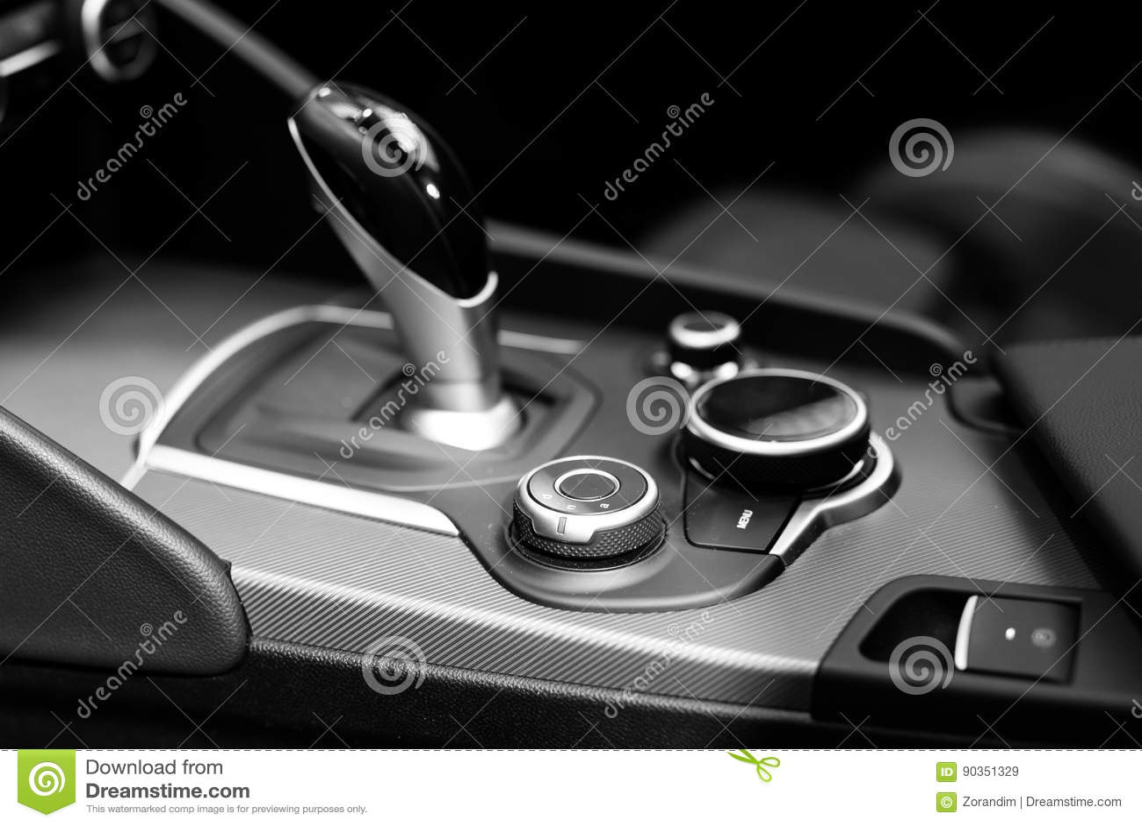 Modernt förskjutningskugghjul i lyxig bilinre