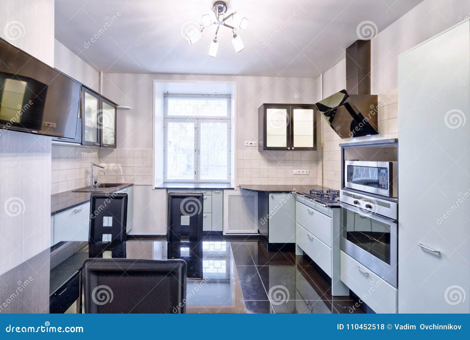Modernt kök för inredesign i det nya huset