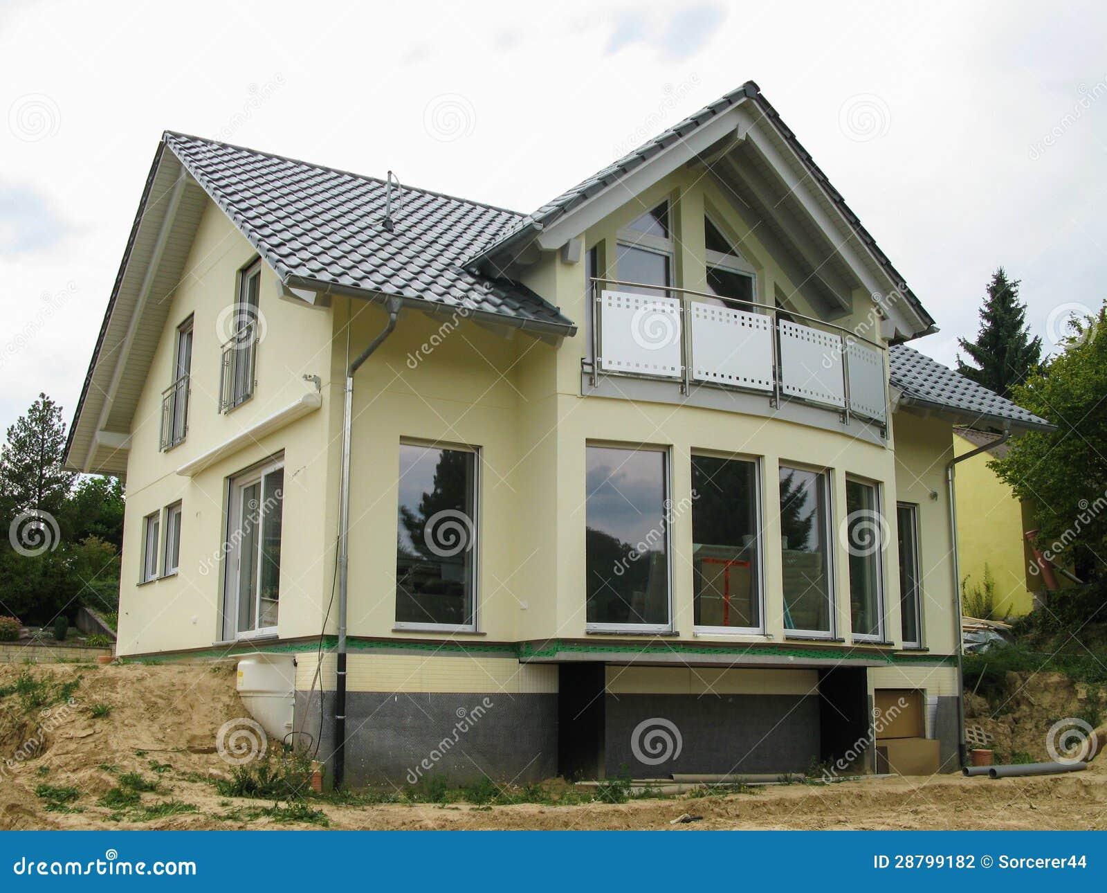 modernt singel familj hus med exponeringsglasframdelen arkivbild bild 28799182. Black Bedroom Furniture Sets. Home Design Ideas