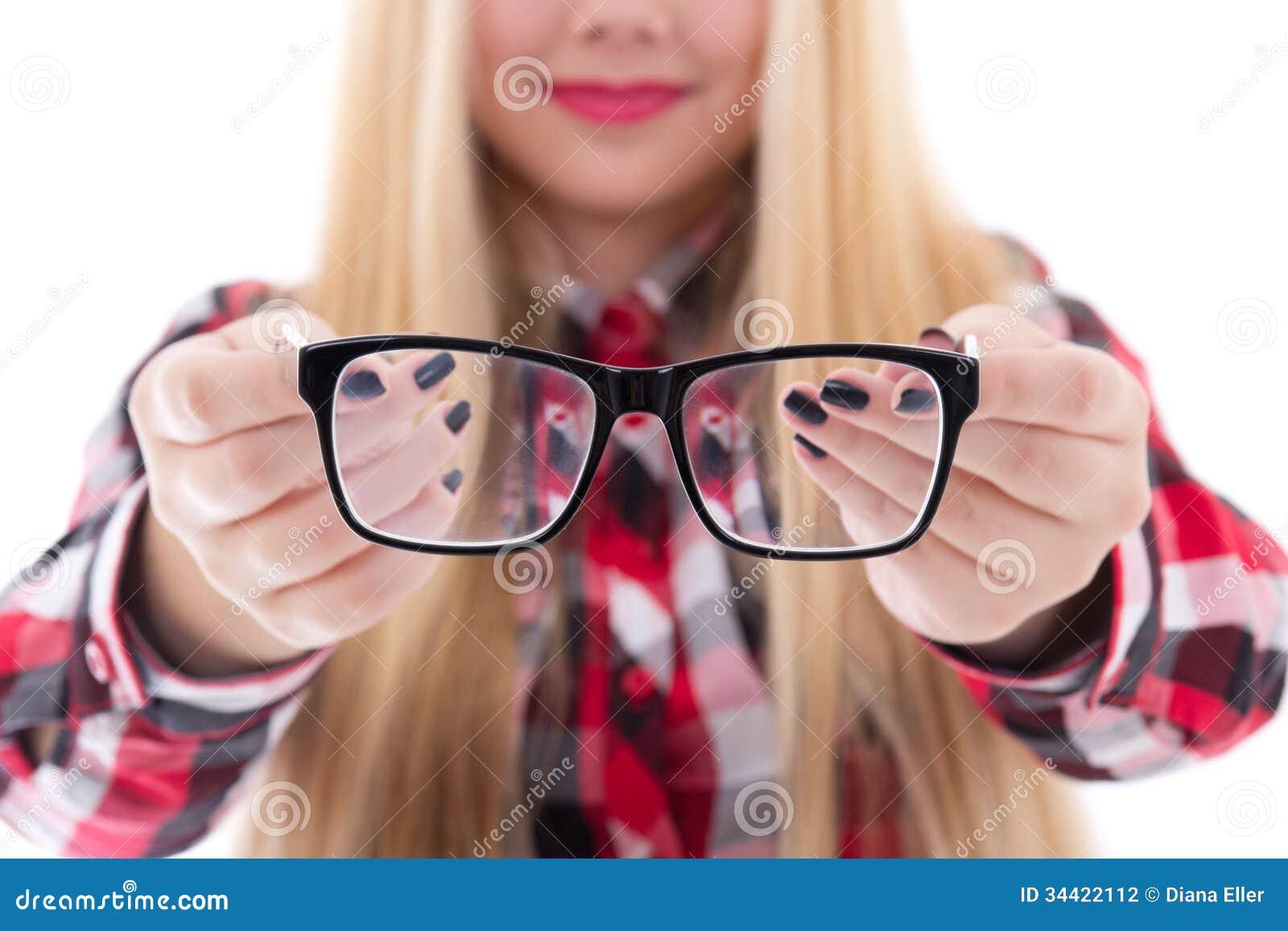 Modernt svart glasögon i kvinnliga händer