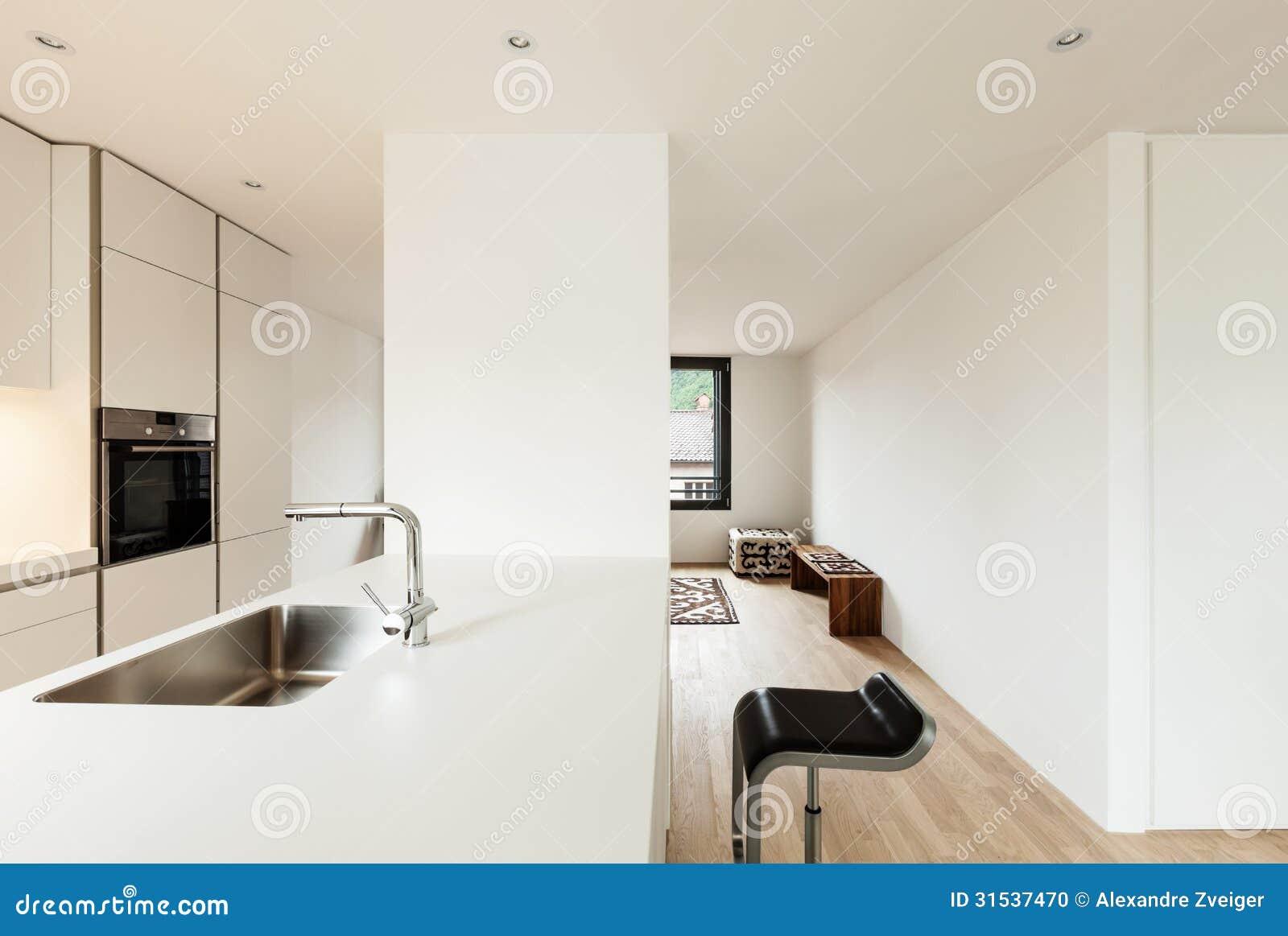 Modernt vitt kök arkivfoto   bild: 31537470