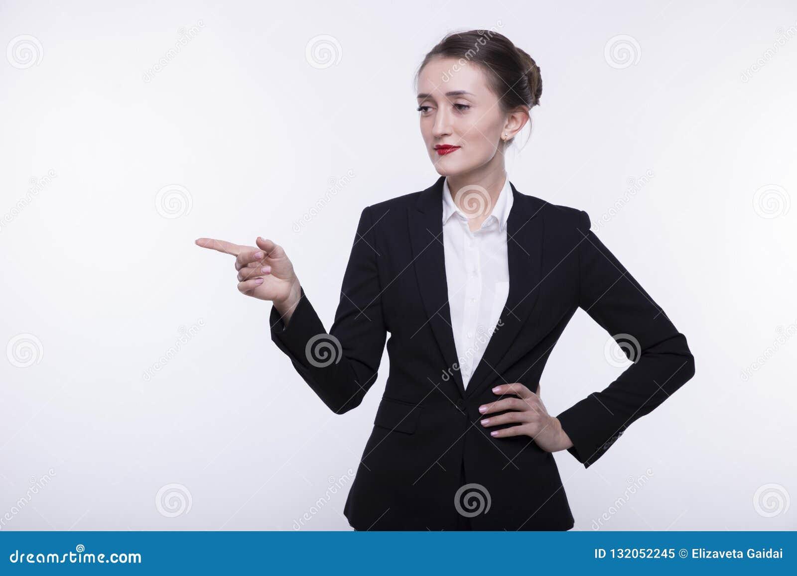 Overhemd Voor Pak.Modieus Expressief Jong Meisje Met Lang Haar In Een Donker Pak En