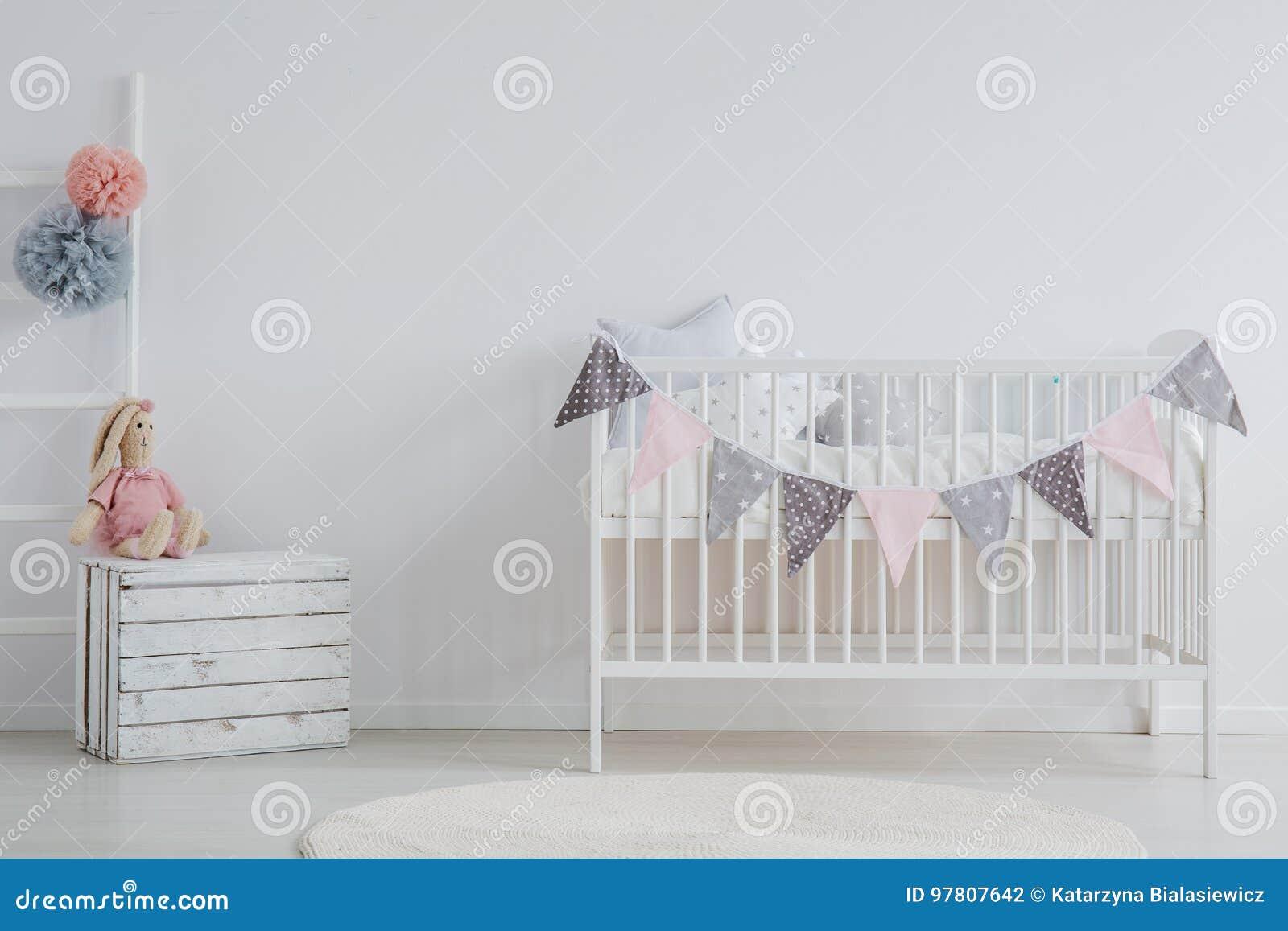 Modieuze binnenlands van baby` s ruimte