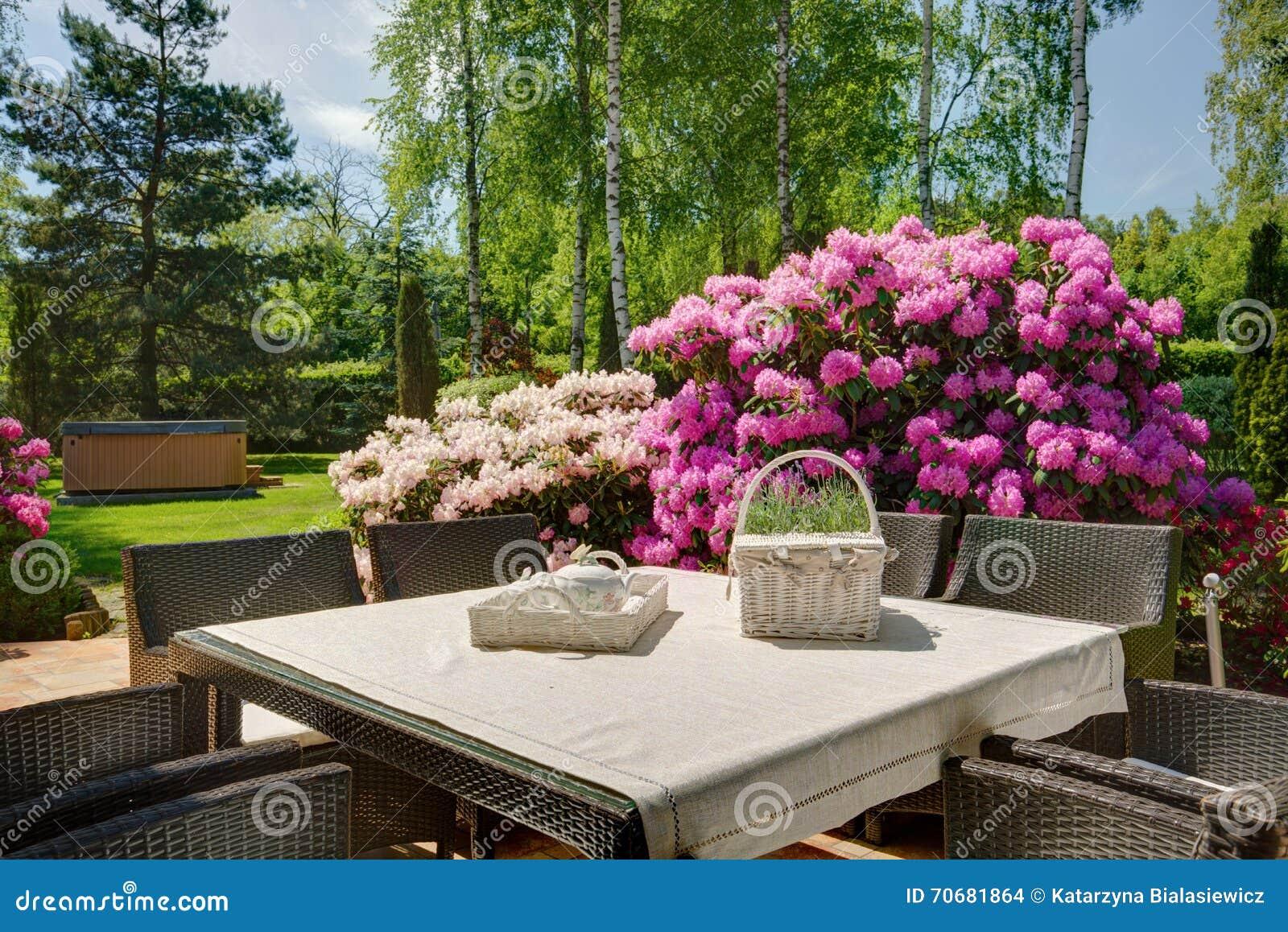Modieuze decoratie van het terras stock foto afbeelding