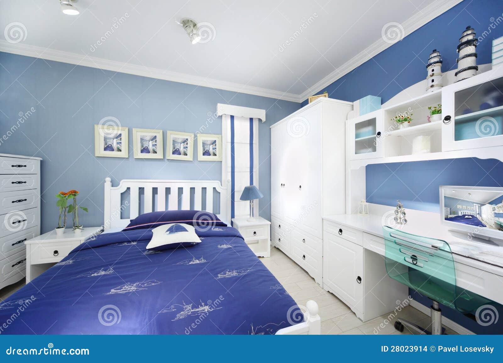 Modieuze blauwe slaapkamer stock foto   afbeelding: 28023910