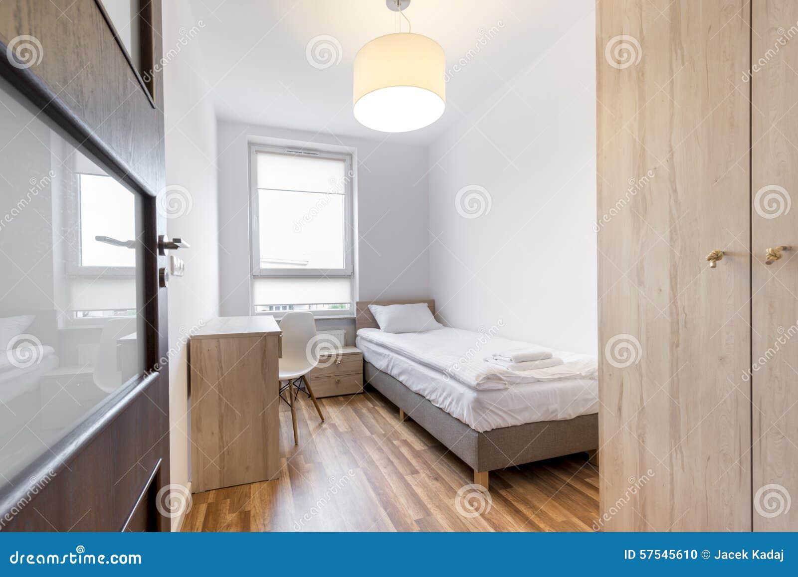 https://thumbs.dreamstime.com/z/modieuze-witte-slaapkamer-kleine-ruimte-57545610.jpg