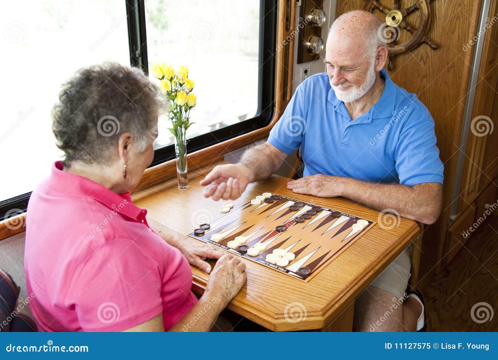 Modiga leka rv-pensionärer för bräde