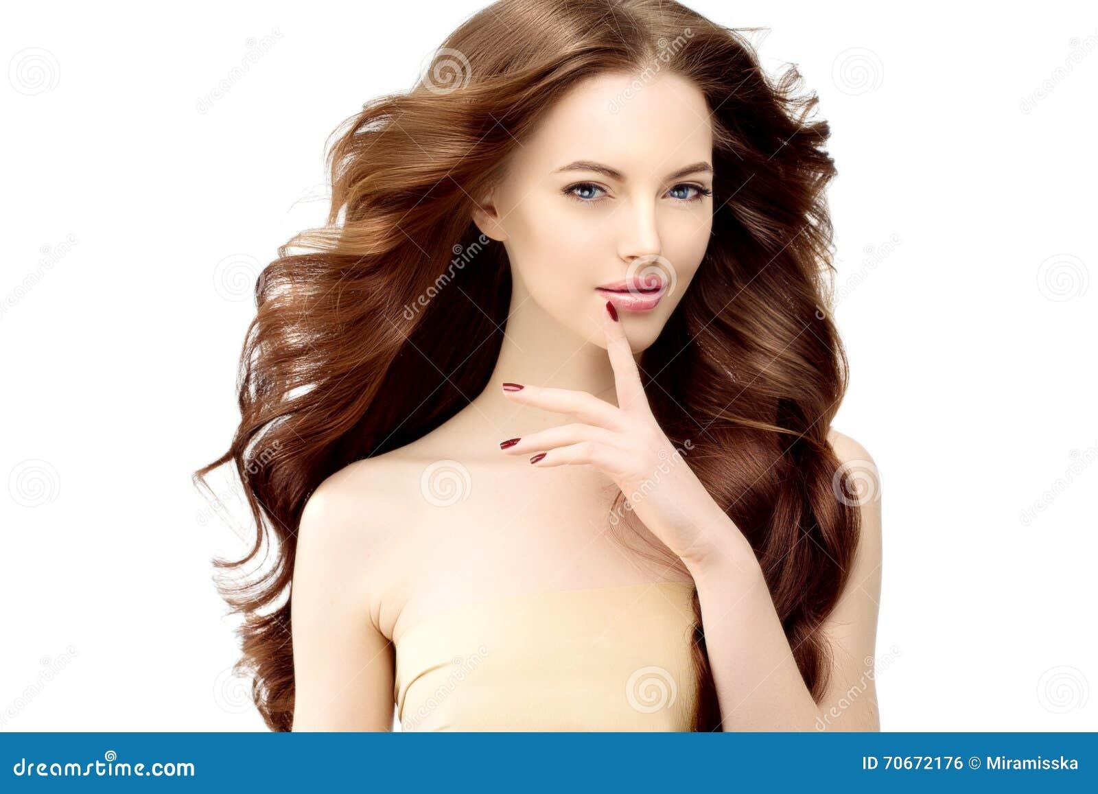 Modèle De Femme Avec De Longs Cheveux Onduleux Coiffure De Boucles ...