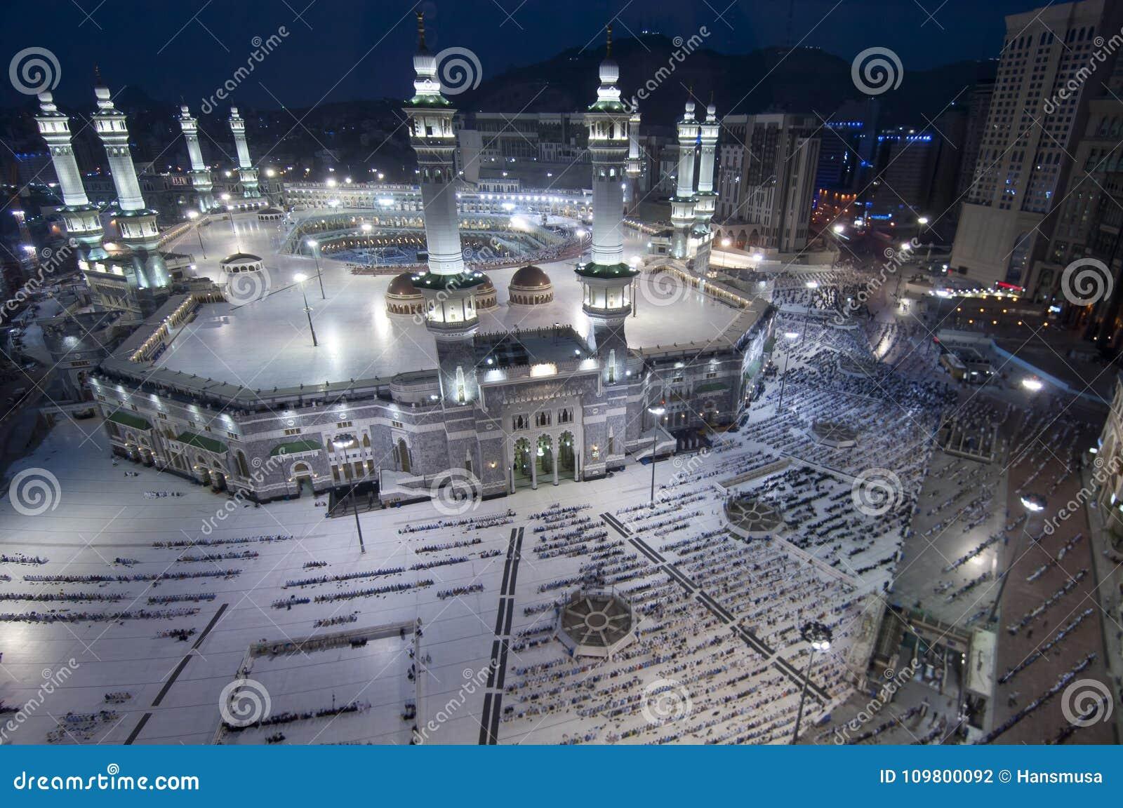 Modlitwa i Tawaf muzułmanie Wokoło AlKaaba w mekce, saudyjczyk Arabi