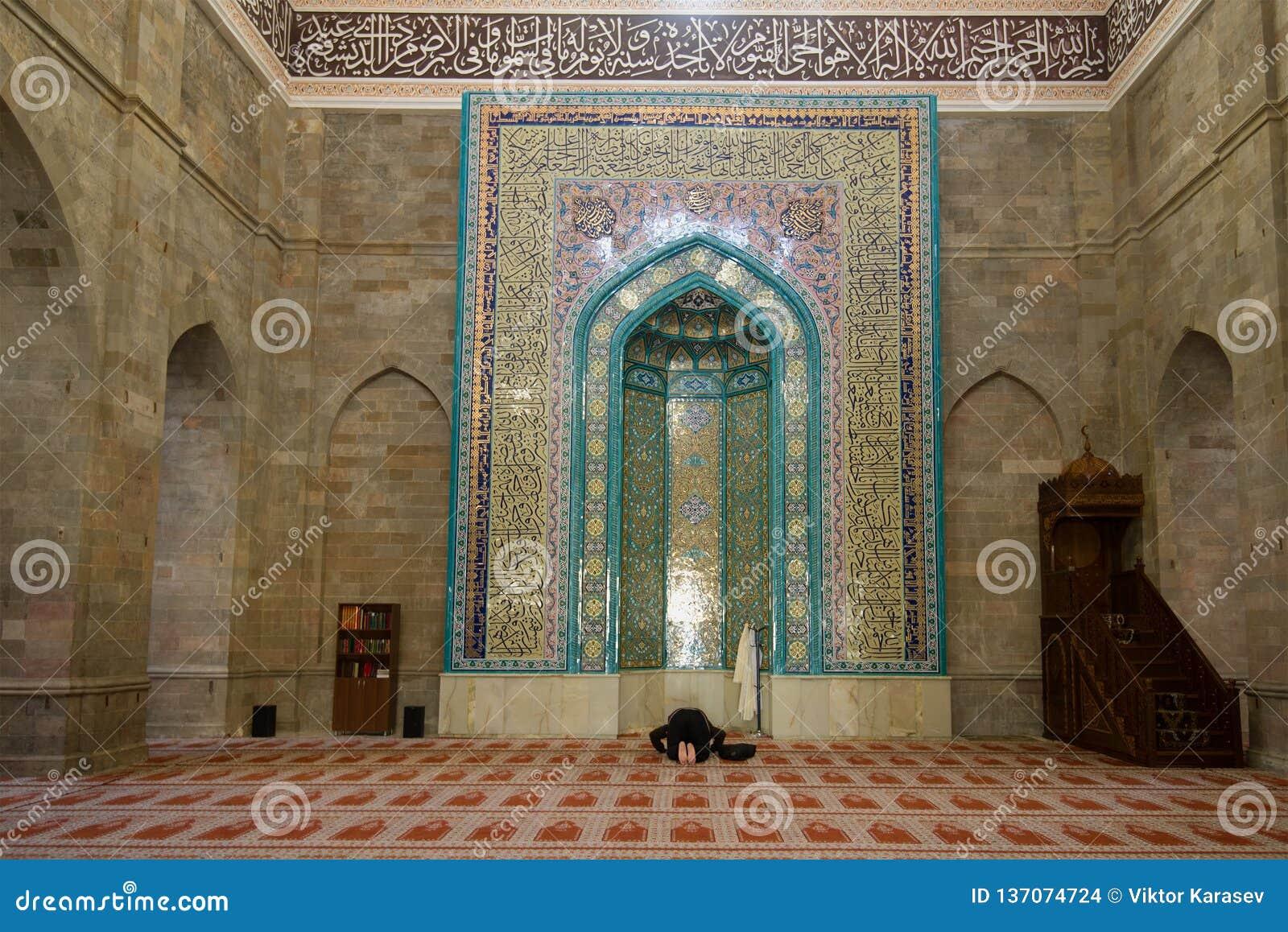 Modlitwa w antycznym Juma meczecie Shemakha