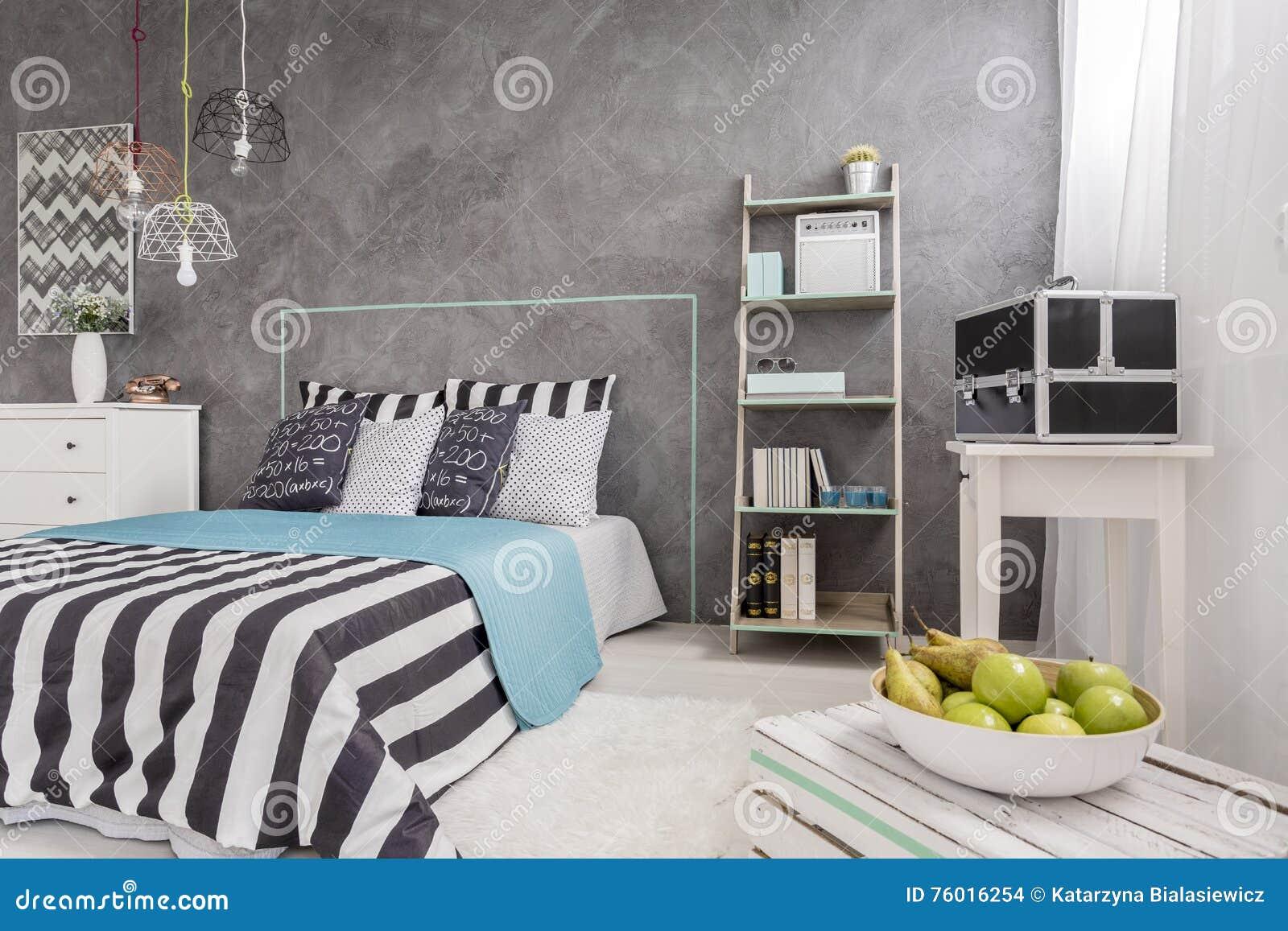 Modna Sypialnia Z Nowym ściennym Kona Pomysłem Zdjęcie Stock - Obraz: 76016254