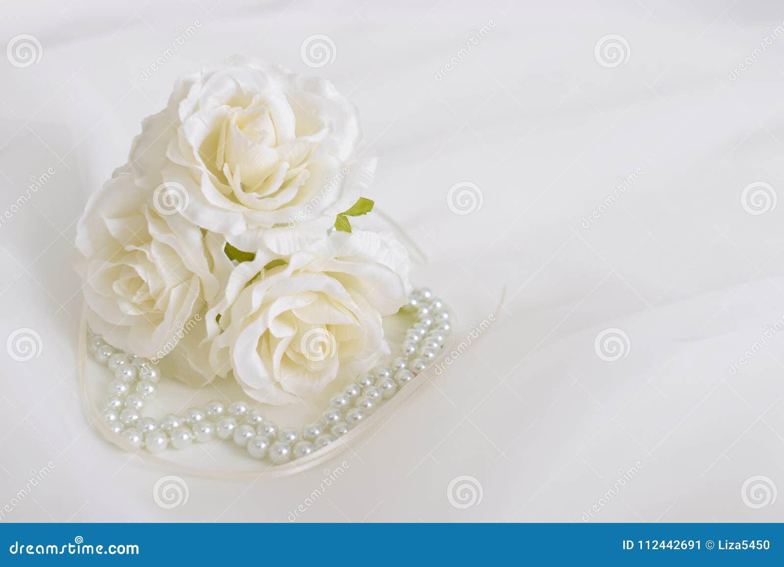 Modny akcesorium z kwiatami