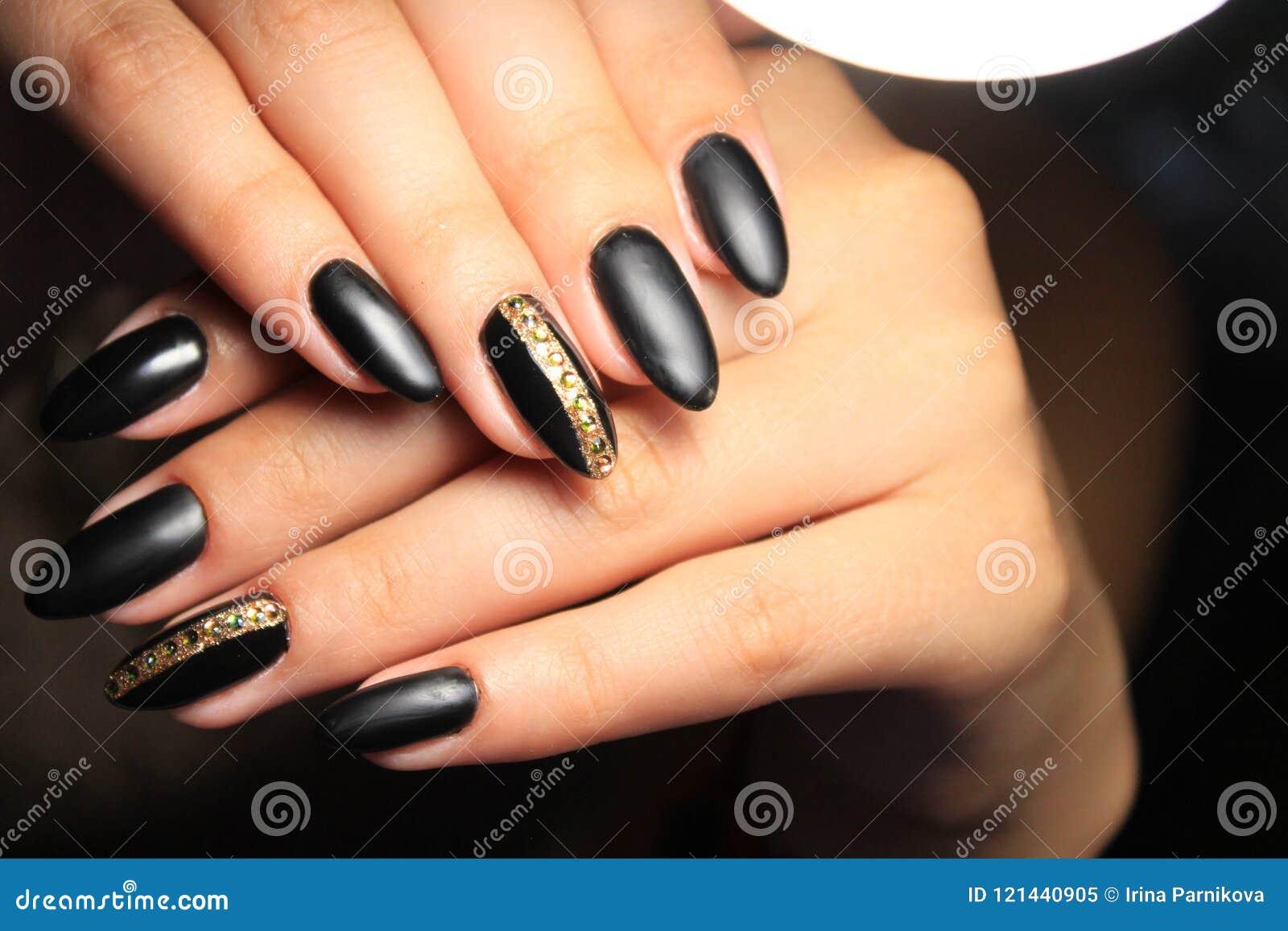 Manicure Czarny