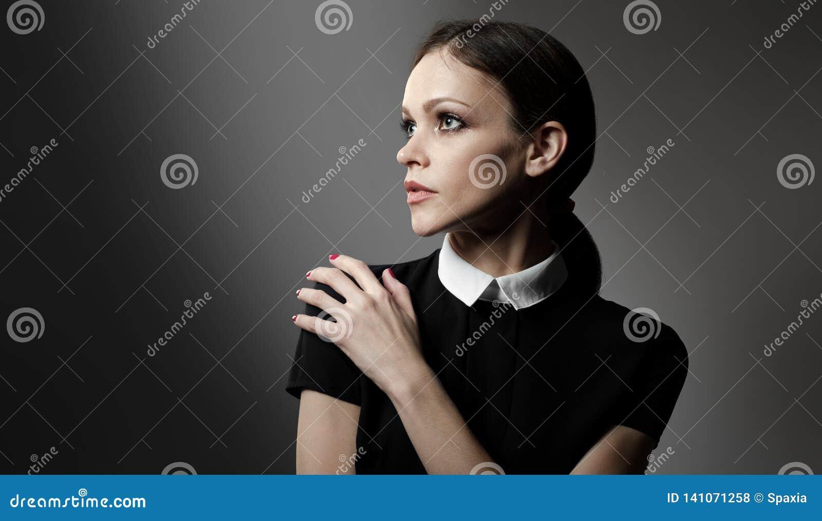 Mody dziewczyna Pracowniany portret
