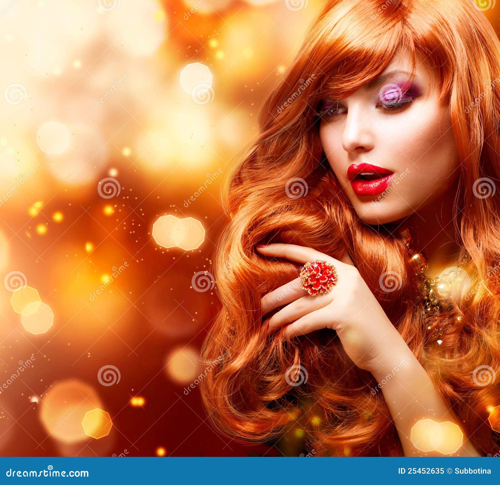 Mody dziewczyny złoty portret
