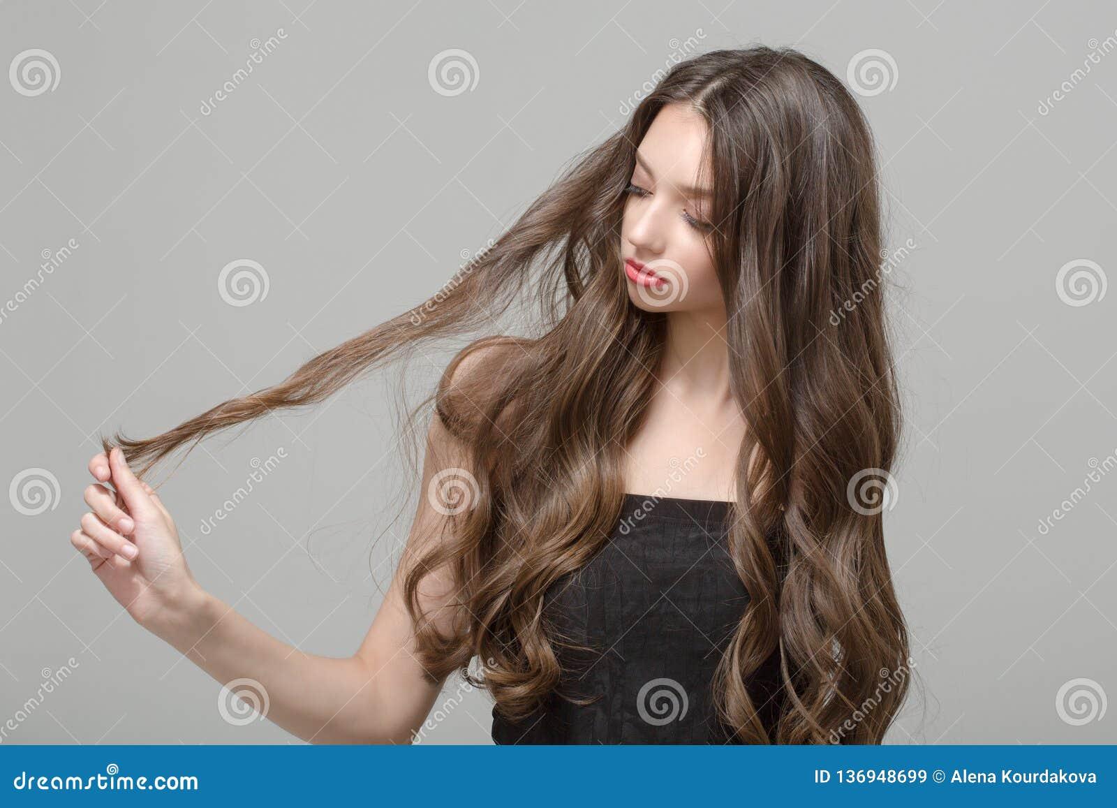 Mody kobieta, włosiany zamieszanie włosy długie falisty