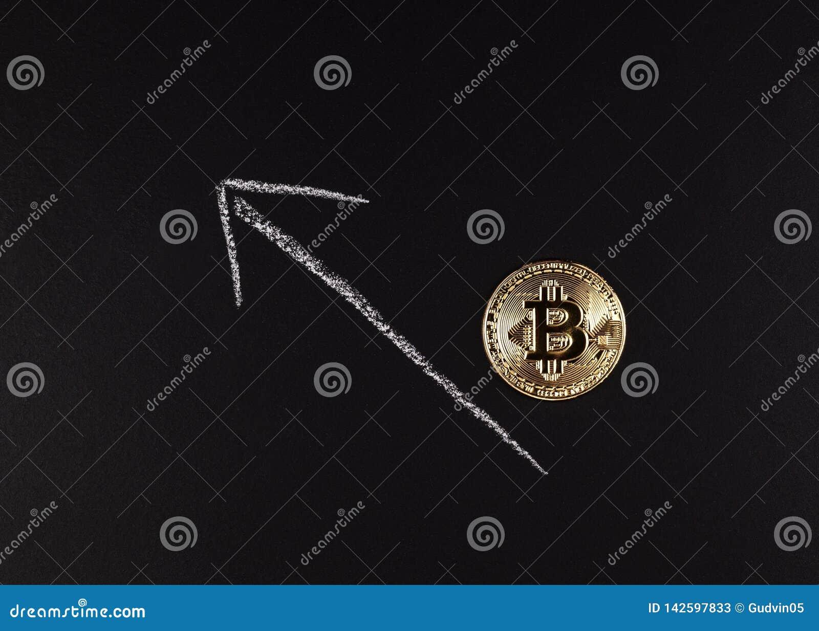 Moeda com o símbolo do cryptocurrency, fundo preto de Bitcoin do ouro, com espaço para o texto