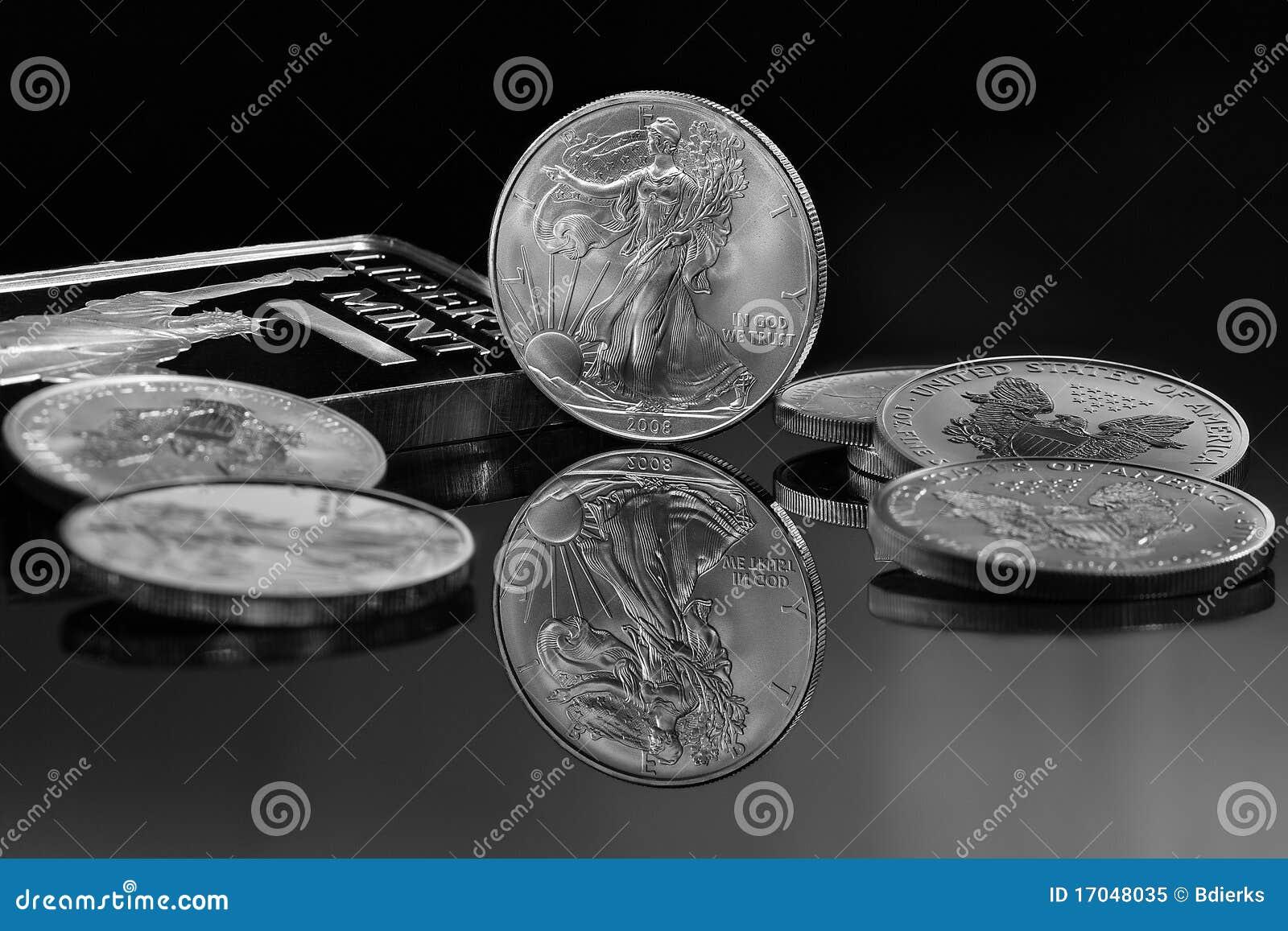 Moedas de prata e barra de prata